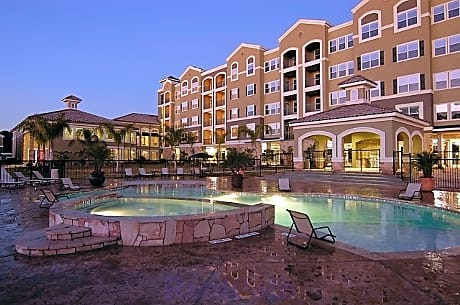 Apartments Near NHMCC The Abbey on Lake Wyndemere for North Harris Montgomery Community College Students in The Woodlands, TX