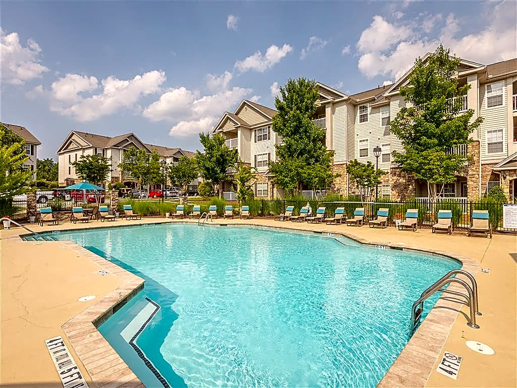 Apartments Near HPU Hawthorne at the Meadows for High Point University Students in High Point, NC