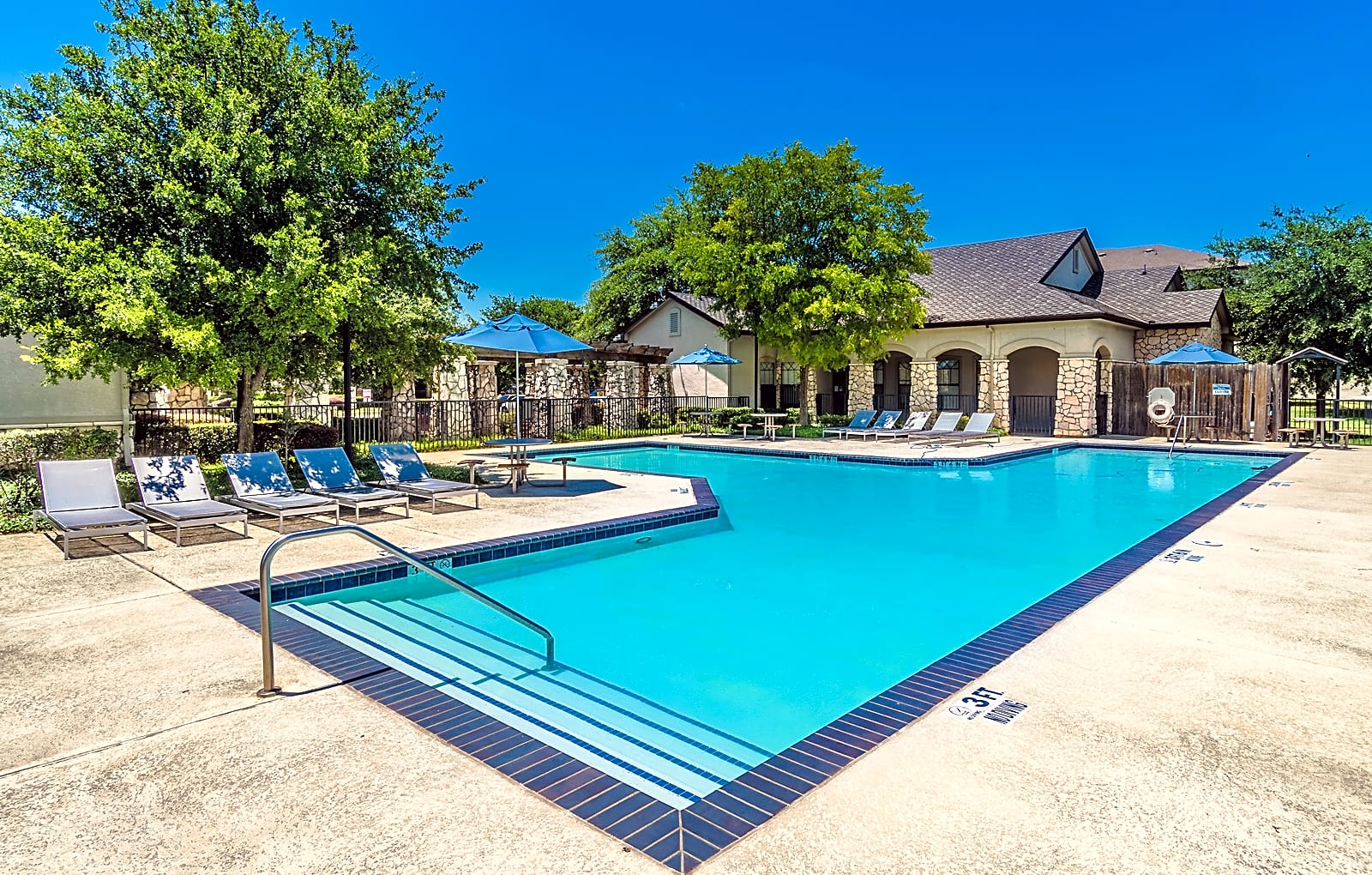 Apartments Near PQC Signature at Trinity River for Paul Quinn College Students in Dallas, TX