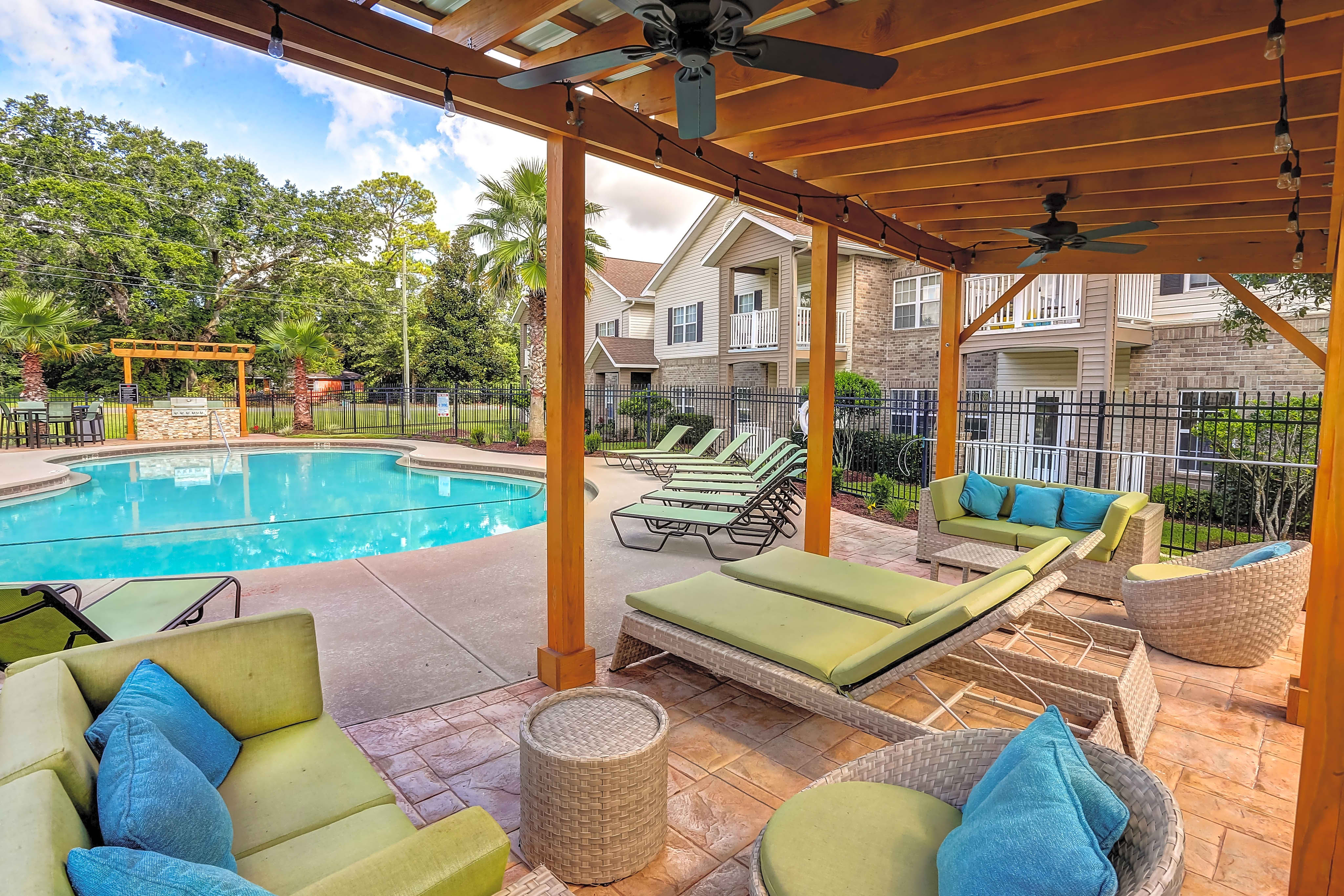 Apartments Near UWF Majestic Oaks for University of West Florida Students in Pensacola, FL
