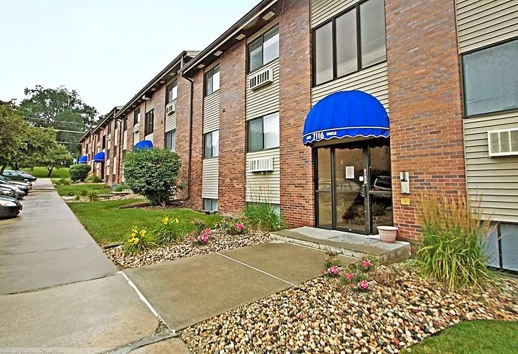 Apartments Near Bellevue Annex Place for Bellevue University Students in Bellevue, NE