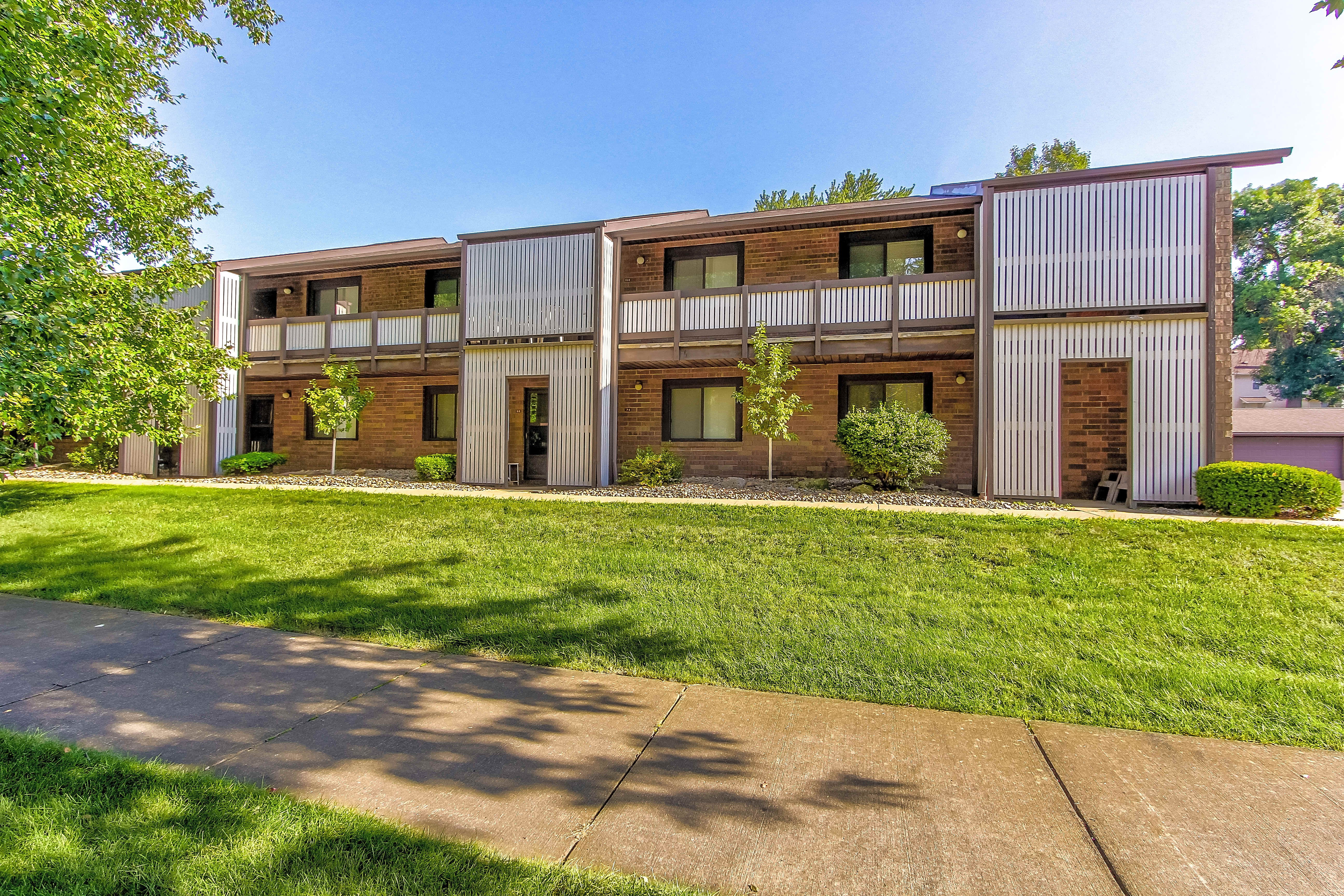 Apartments Near Akron Bruziv - Akron for University of Akron Students in Akron, OH