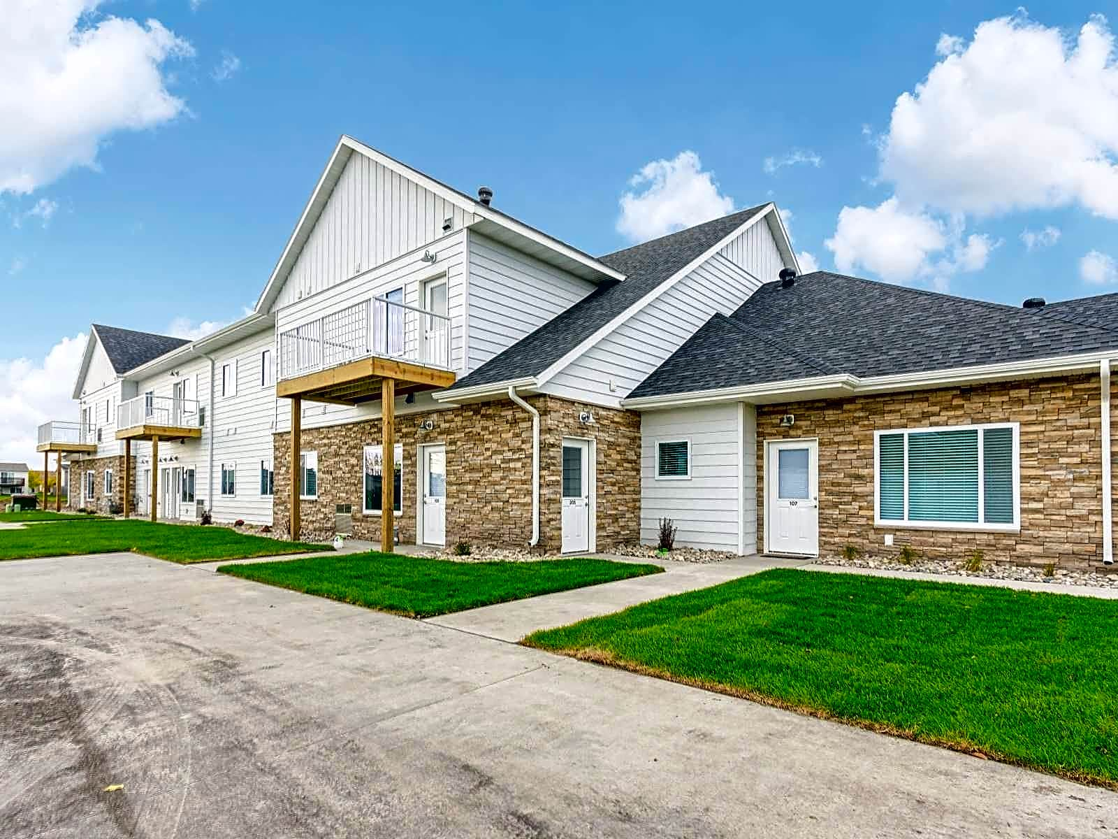 Village Green Apartments & Townhomes