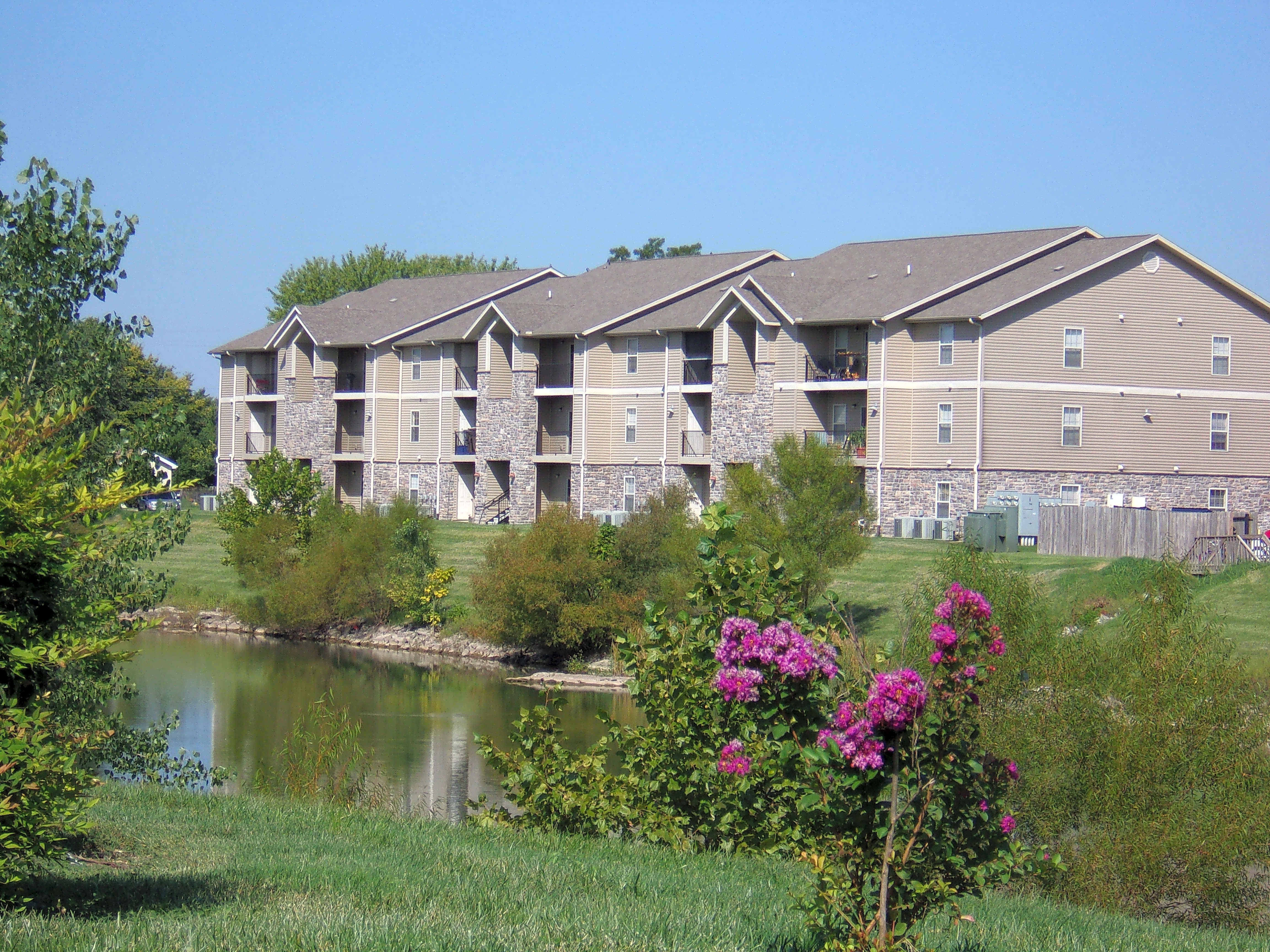 Apartments Near Missouri College of Cosmetology North Golden Pond for Missouri College of Cosmetology North Students in Springfield, MO
