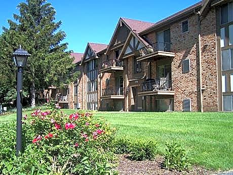 Apartments Near Lourdes Heatherwick House/Old Orchard for Lourdes College Students in Sylvania, OH