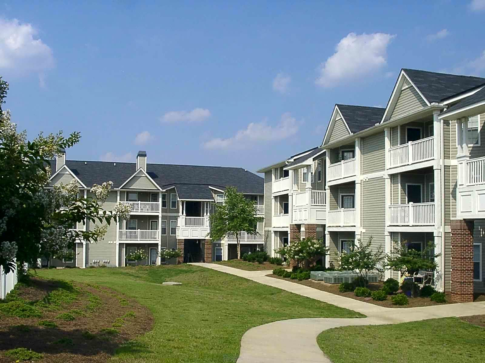 West chase apartment homes greer sc 29650 for Home builders greer sc