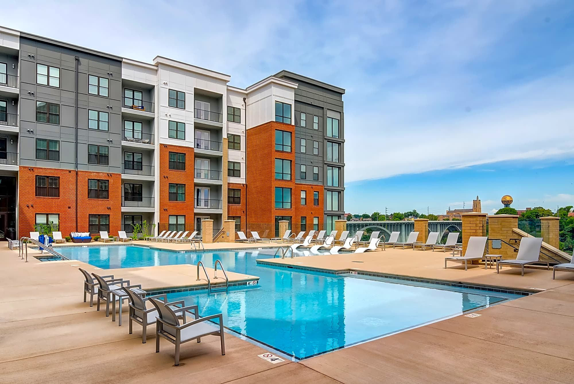 Apartments Near UTK One Riverwalk for University of Tennessee: Knoxville Students in Knoxville, TN
