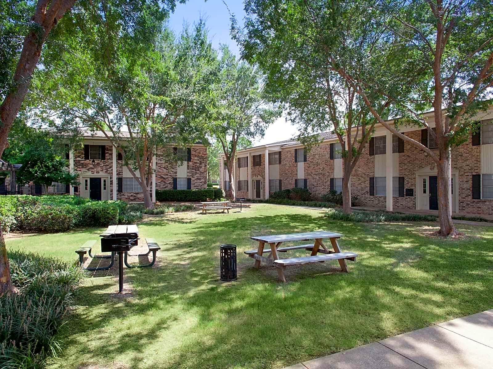 Apartments Near LSUS Colonial Plaza for Louisiana State University in Shreveport Students in Shreveport, LA