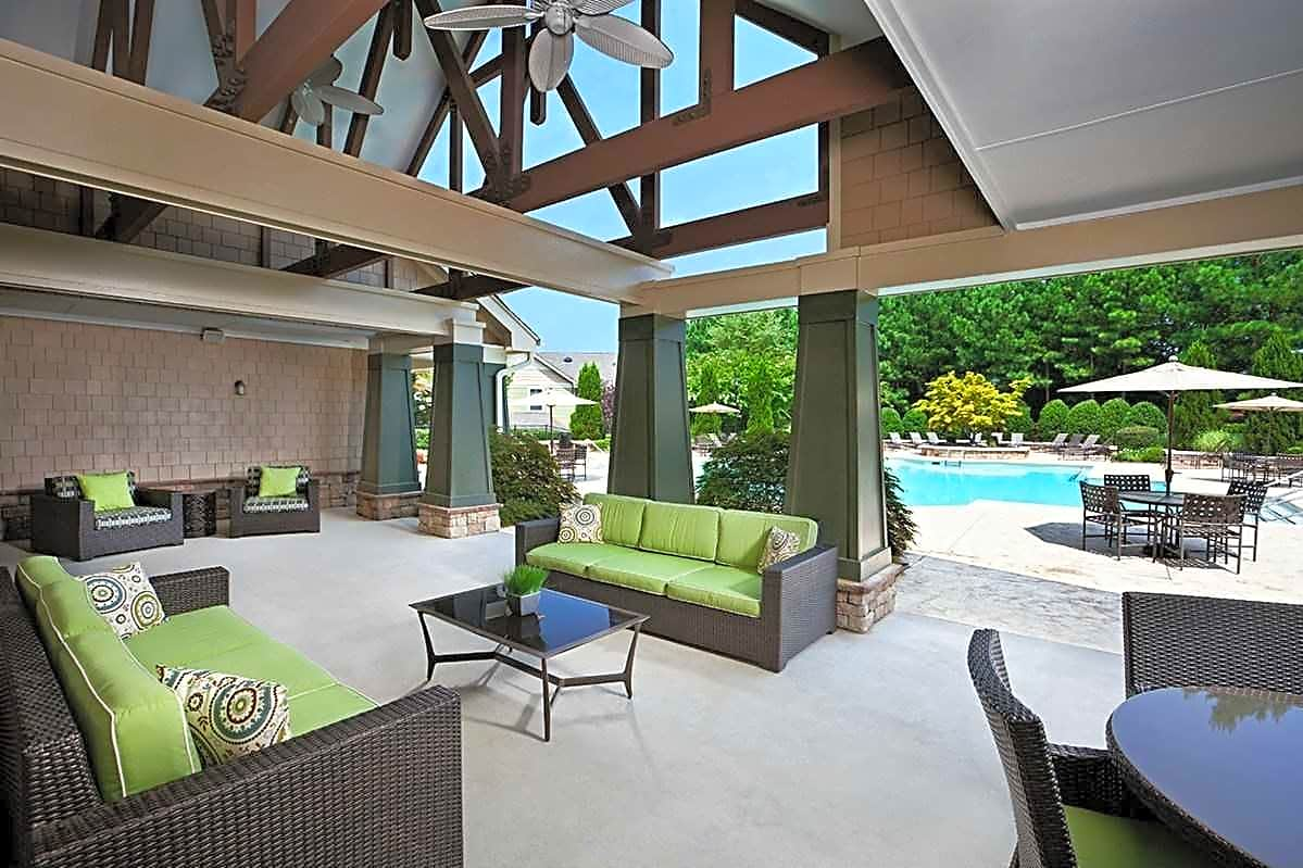 Covered Poolside Lounge