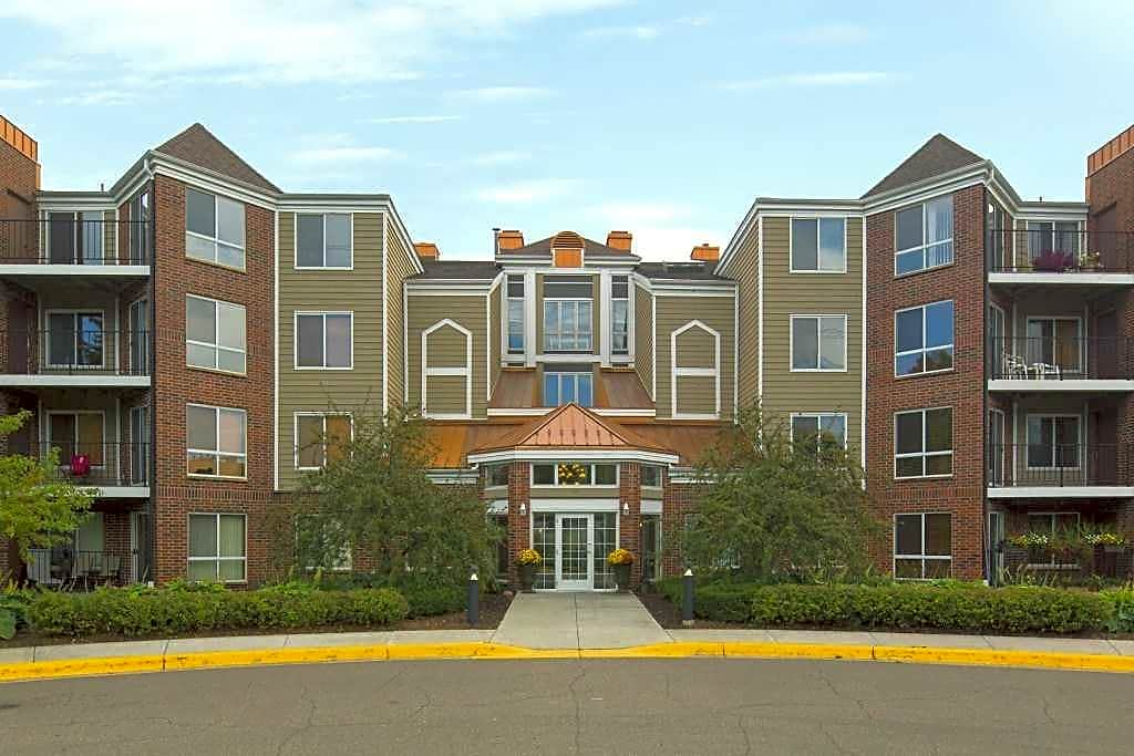 Apartments Near Macalester Crosby Pointe for Macalester College Students in Saint Paul, MN