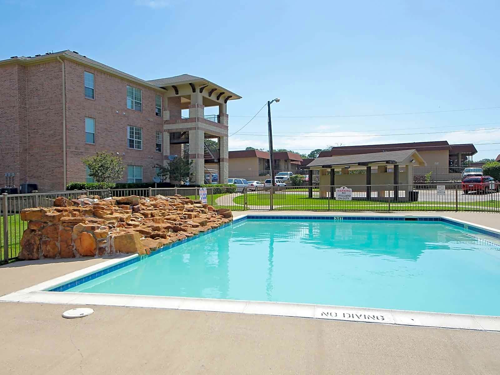 Apartments Near Eastfield College  The Falls for Eastfield College  Students in Mesquite, TX
