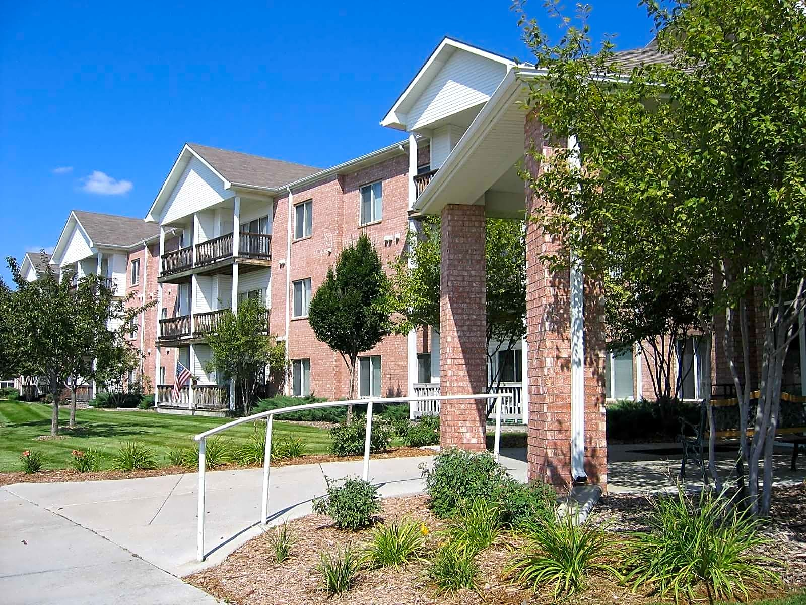 Apartments Near University of Nebraska Holmes Lake by Broadmoor for University of Nebraska - Lincoln Students in Lincoln, NE