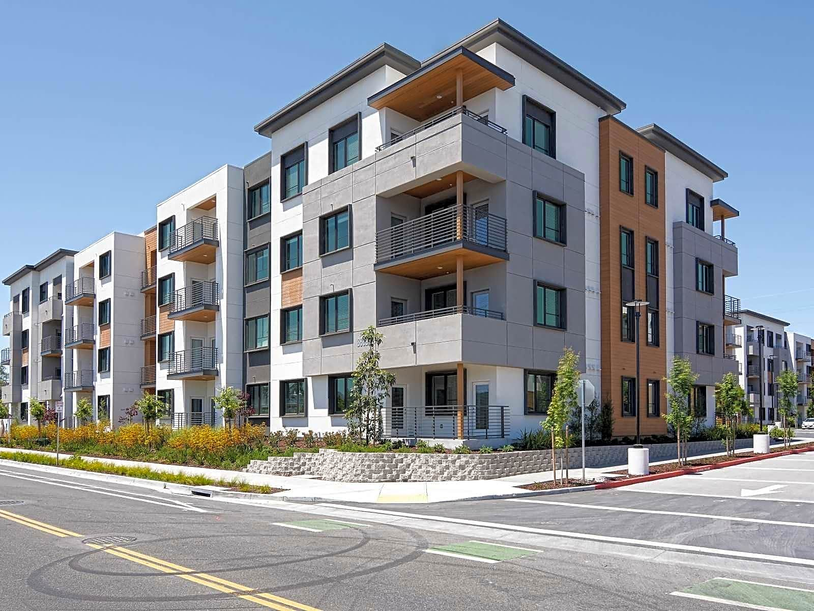 Apartments Near Stanford Anton Menlo for Stanford University Students in Stanford, CA