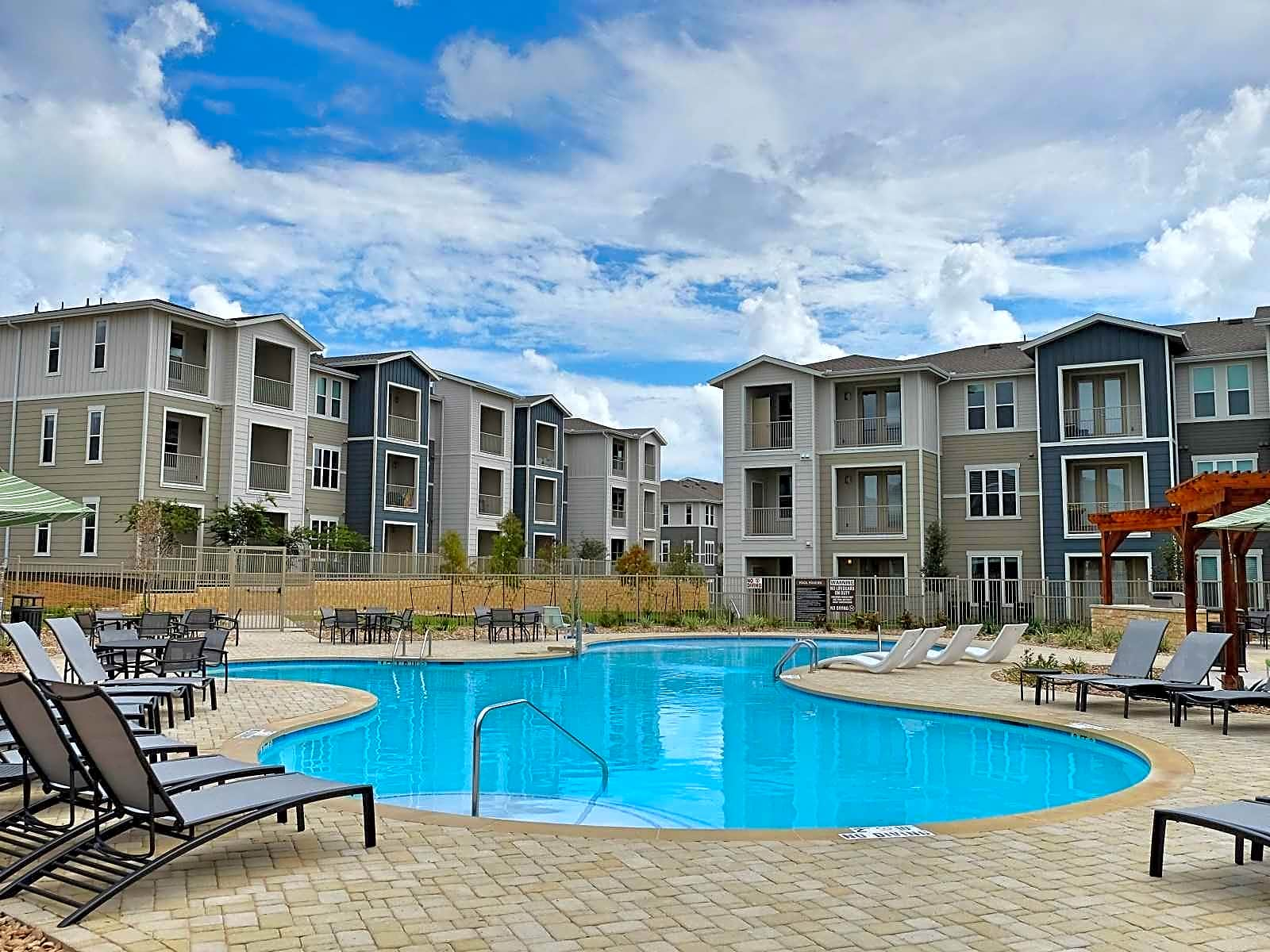 Round Hill Creek Apartments