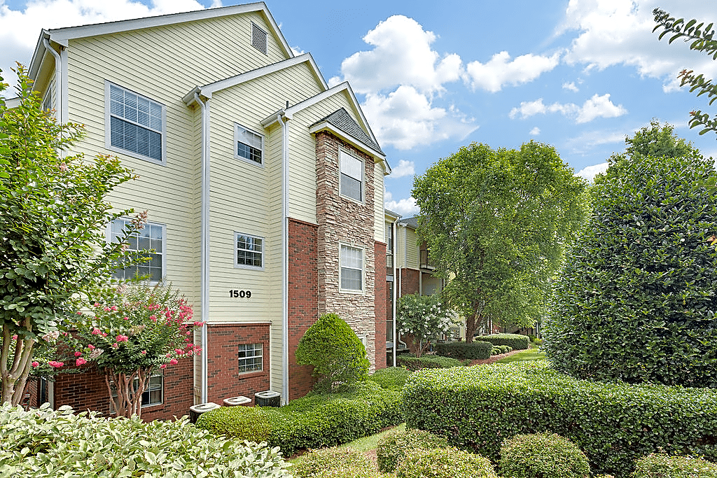 Apartments Near Guilford Crowne Gardens for Guilford College Students in Greensboro, NC