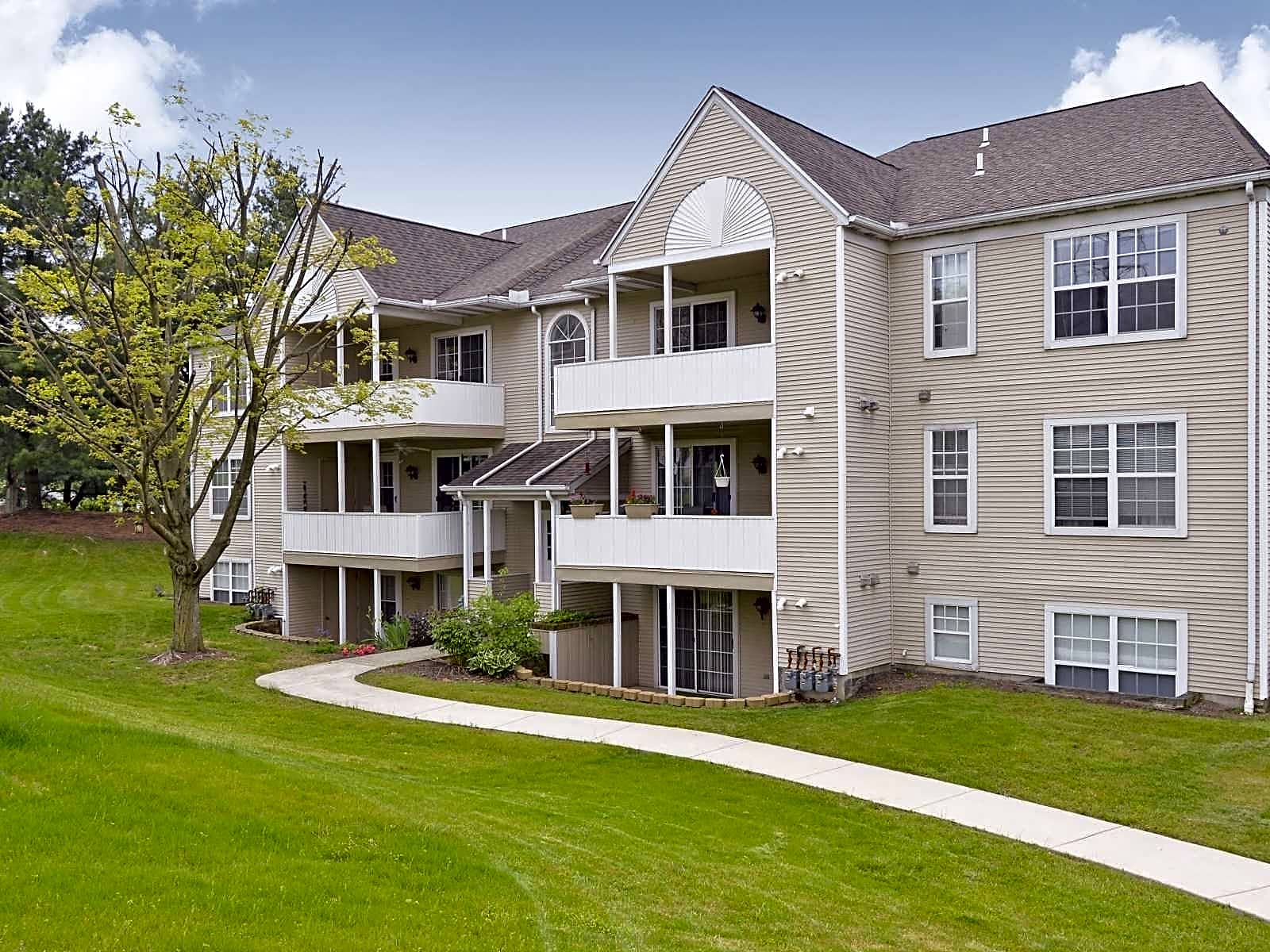 Apartments Near Dickinson Country Walk for Dickinson College Students in Carlisle, PA
