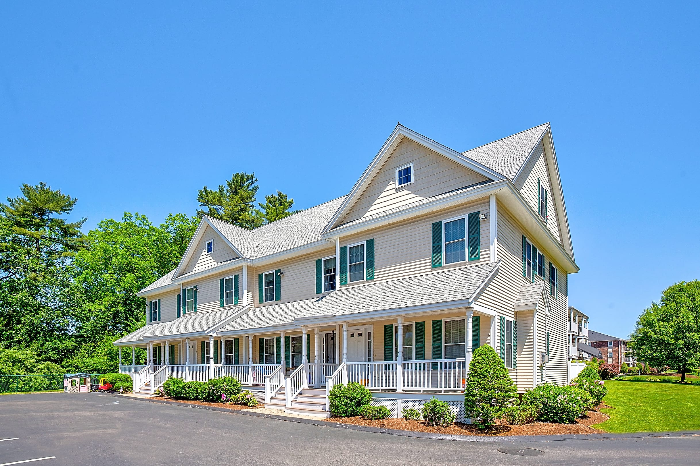 Apartments Near Merrimack Colonial Village for Merrimack College Students in North Andover, MA