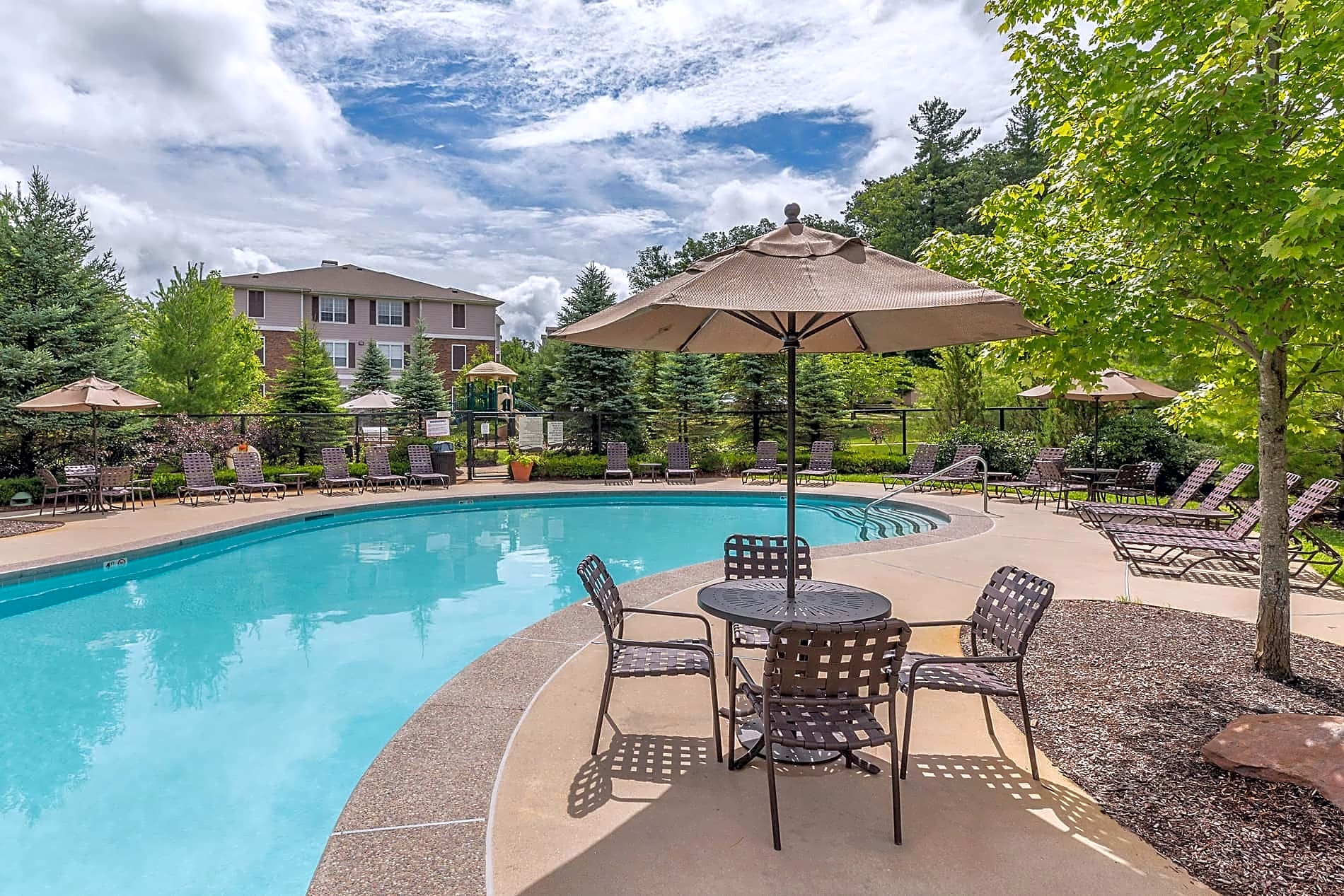Apartments Near Merrimack Lodge at Ames Pond for Merrimack College Students in North Andover, MA