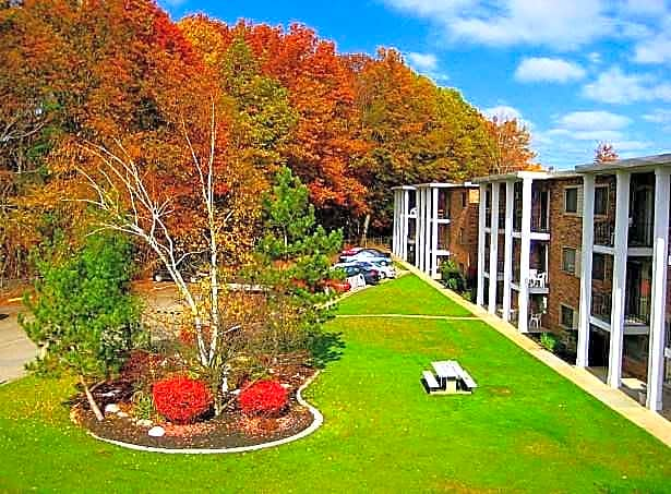 Apartments Near John Carroll Garfield Club for John Carroll University Students in Cleveland, OH