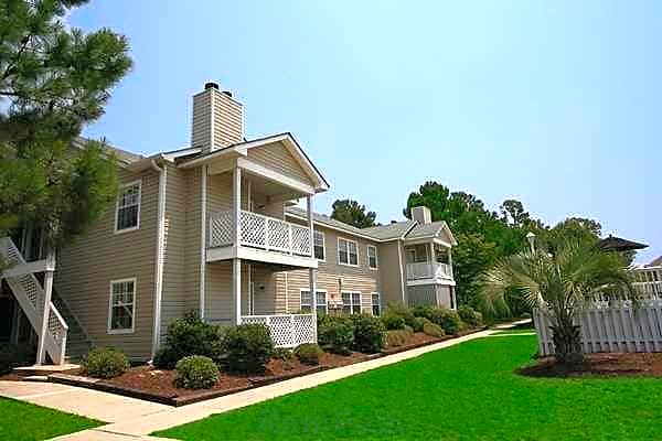 Apartments Near UNCW Cypress Pointe for University of North Carolina-Wilmington Students in Wilmington, NC