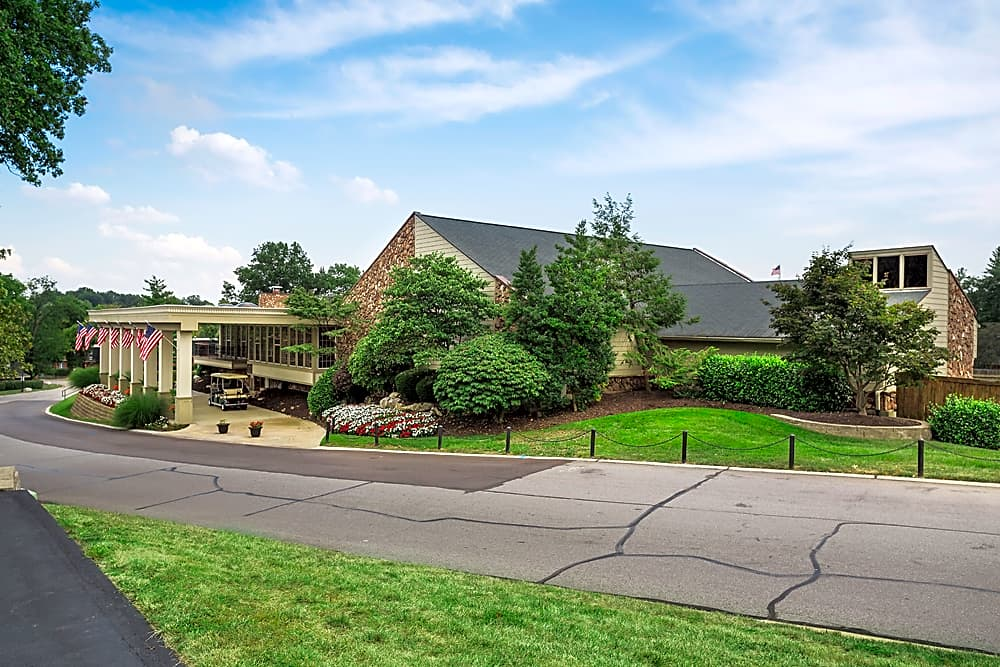 Apartments Near Logan Retreat at Seven Trails for Logan University Students in Chesterfield, MO