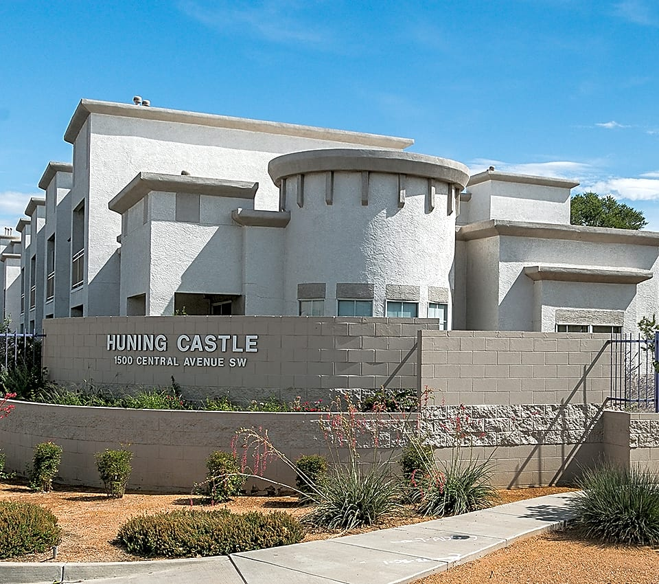 Apartments Near New Mexico Huning Castle for University of New Mexico Students in Albuquerque, NM