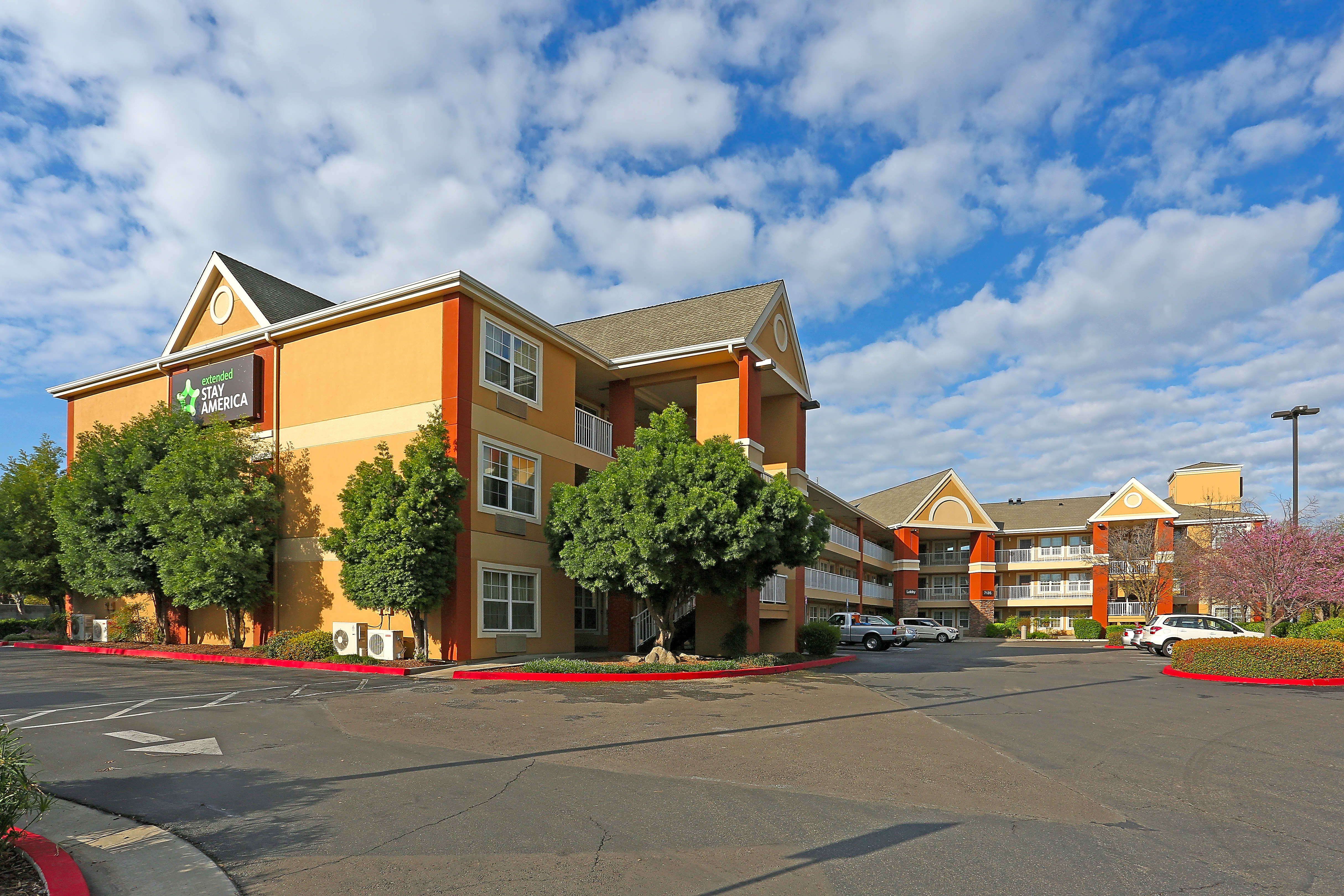 Apartments Near Fresno State Furnished Studio - Fresno - North for California State University-Fresno Students in Fresno, CA