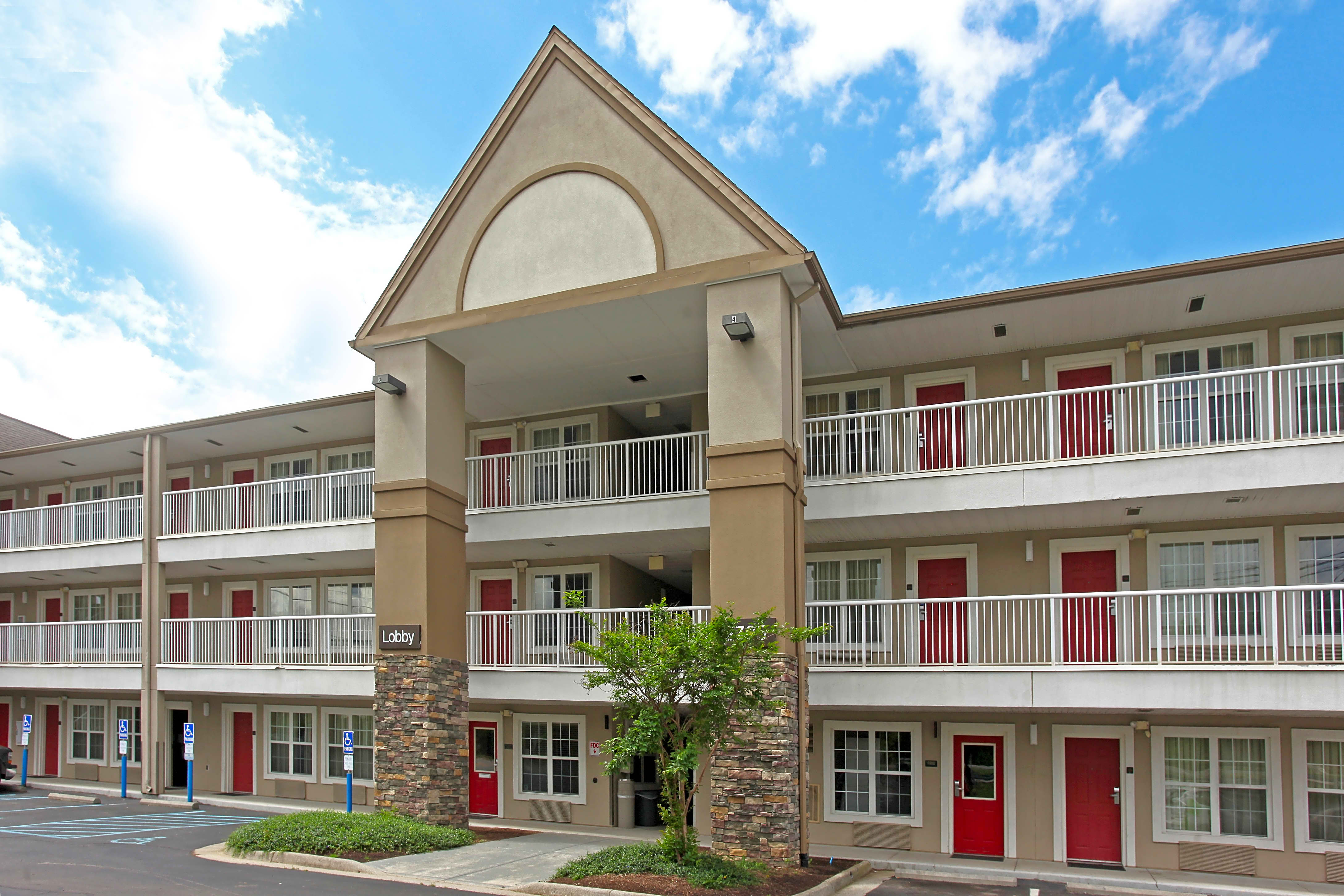 Apartments Near Hollins Furnished Studio - Roanoke - Airport for Hollins University Students in Roanoke, VA