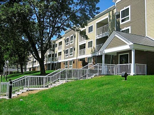 Apartments Near NWC Grand Pre East Apartments for Northwestern College Students in Saint Paul, MN