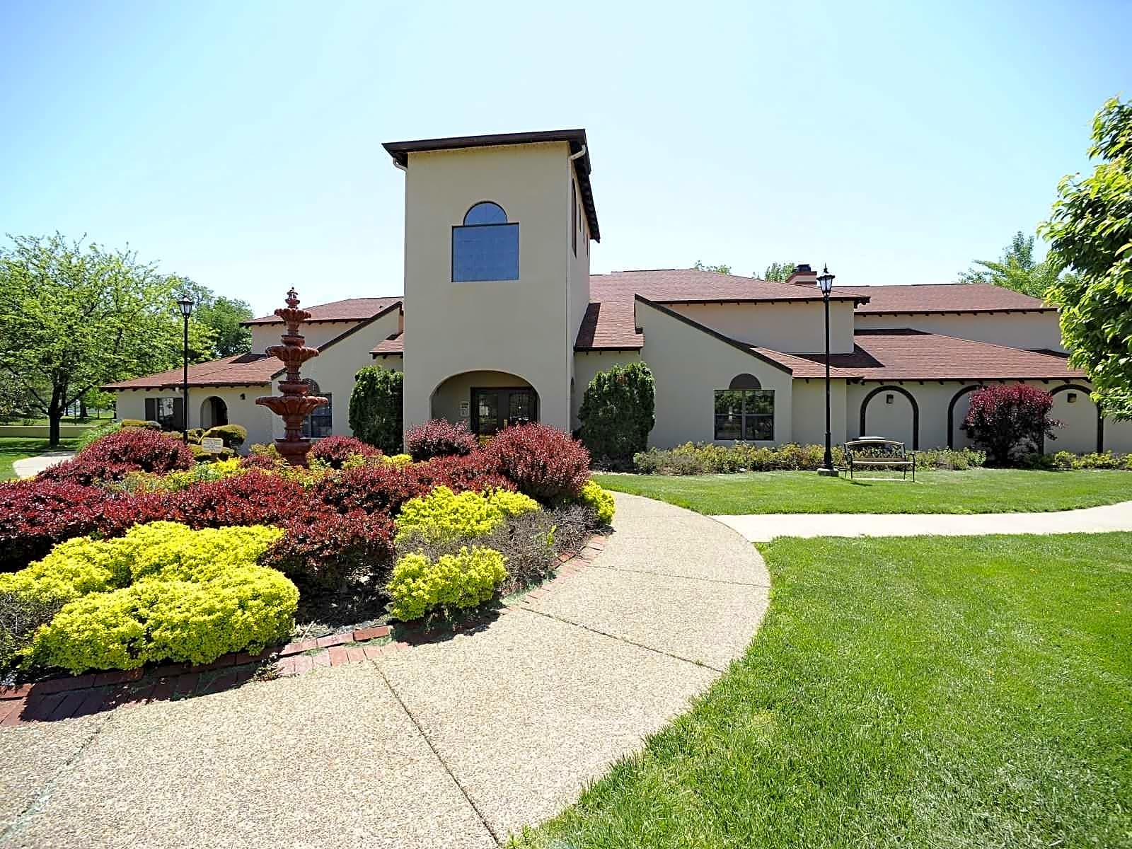Apartments Near USI Mission Viejo Villas for University of Southern Indiana Students in Evansville, IN