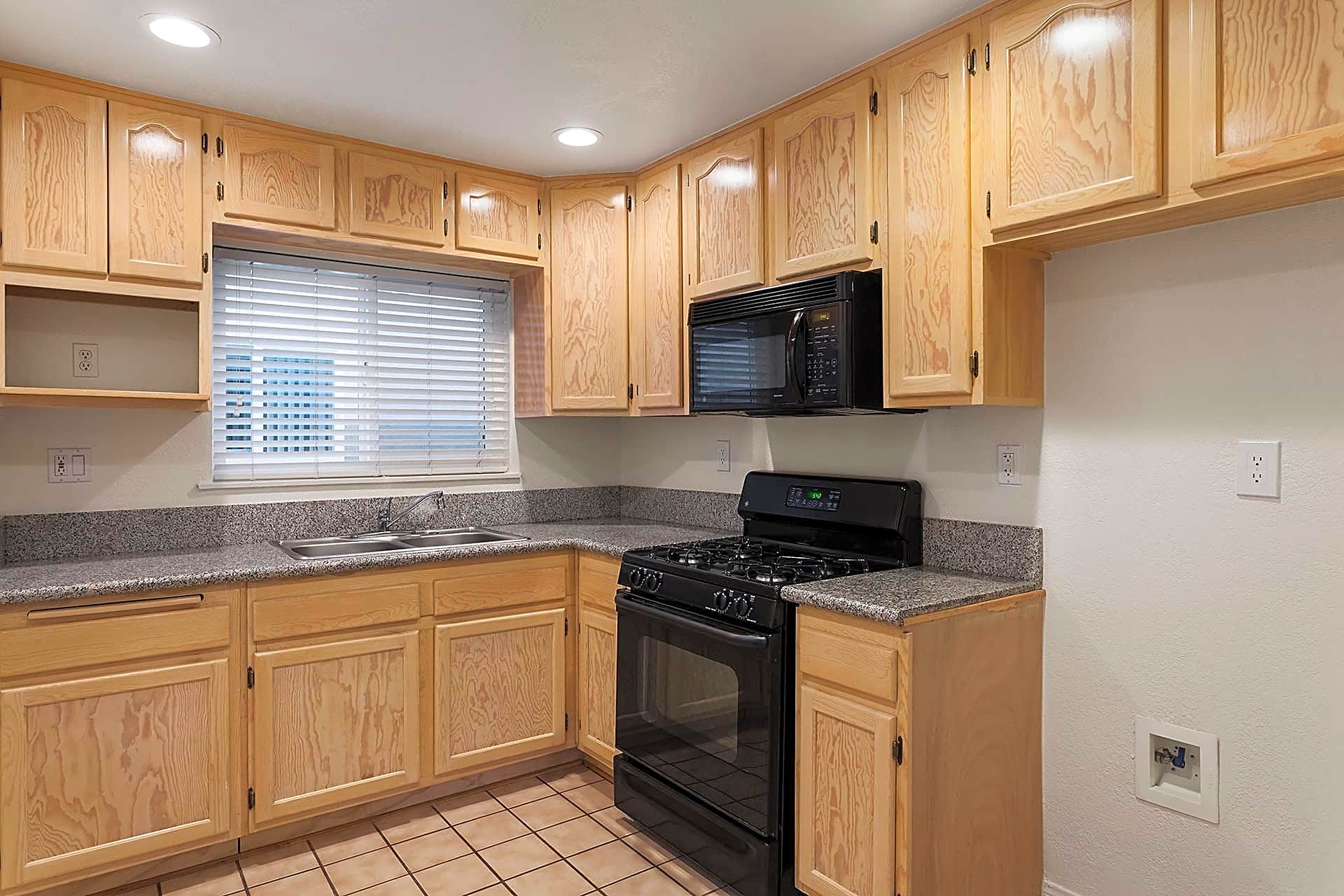 Apartments for Rent in Lakewood, CA - Lakewood Manor Kitchen