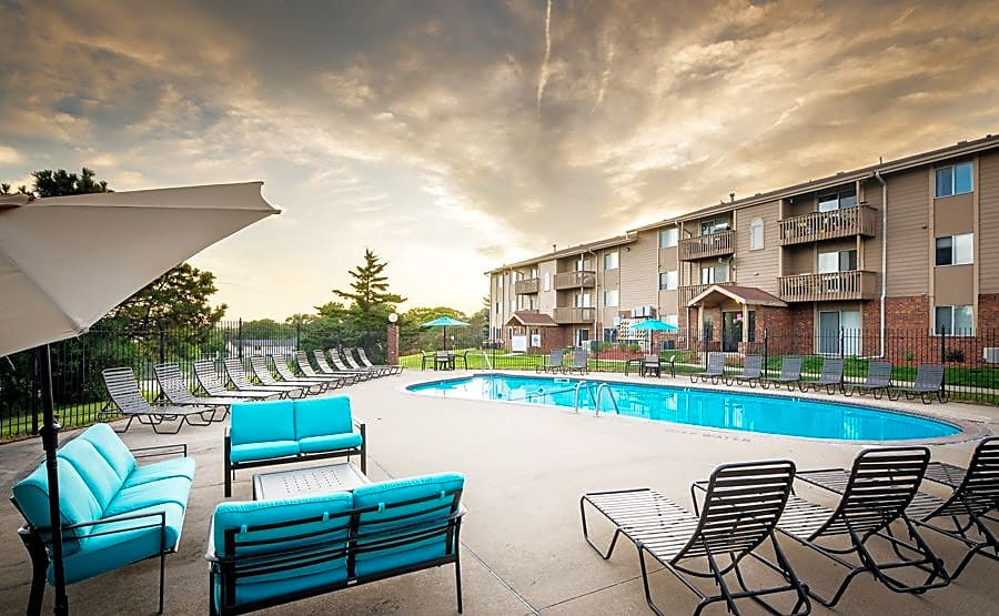 Apartments Near Briar Cliff Glen Oaks by Broadmoor for Briar Cliff University Students in Sioux City, IA