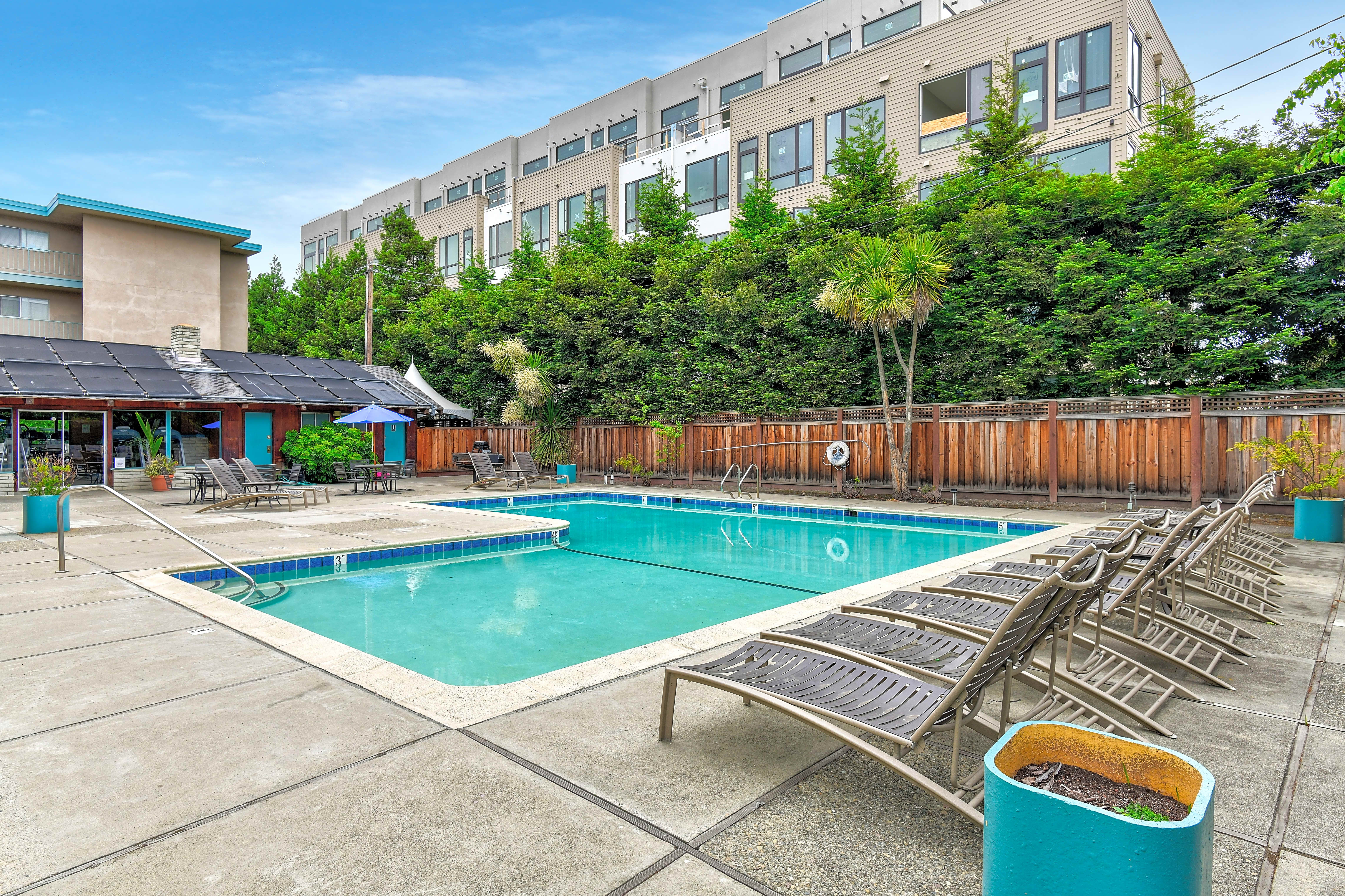 Apartments Near Foothill Fayette Arms for Foothill College Students in Los Altos Hills, CA