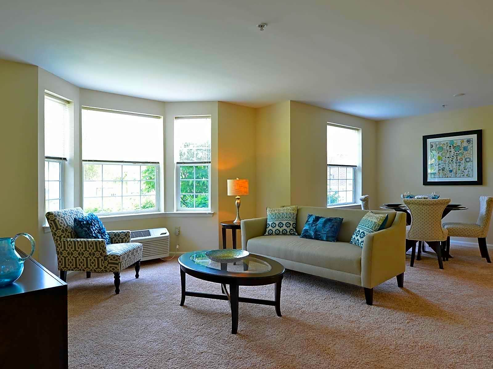 Apartments Near Centenary Carriage Club At Mt. Arlington for Centenary College Students in Hackettstown, NJ