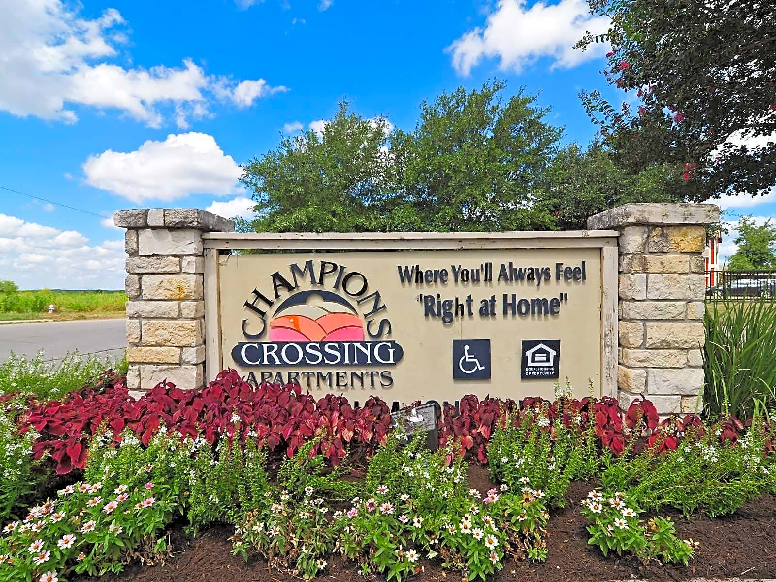 Champions Crossing San Marcos Apartments San Marcos