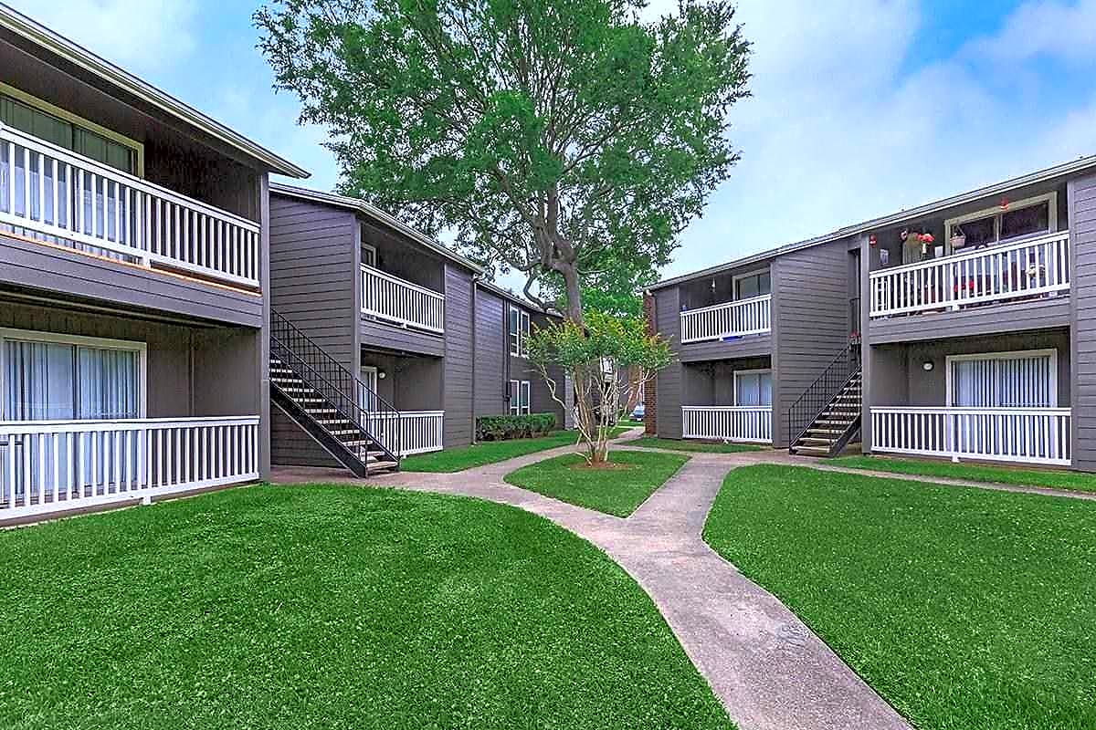 Apartments Near BC Lodge At Timbercreek for Brazosport College Students in Lake Jackson, TX