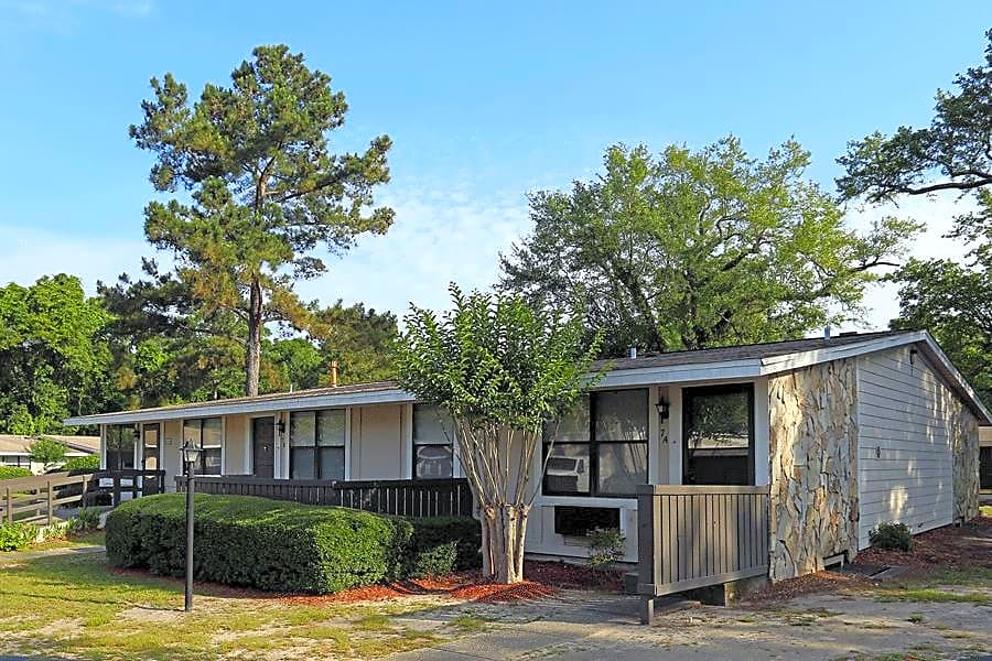 Apartments Near UWF Davis Gardens for University of West Florida Students in Pensacola, FL