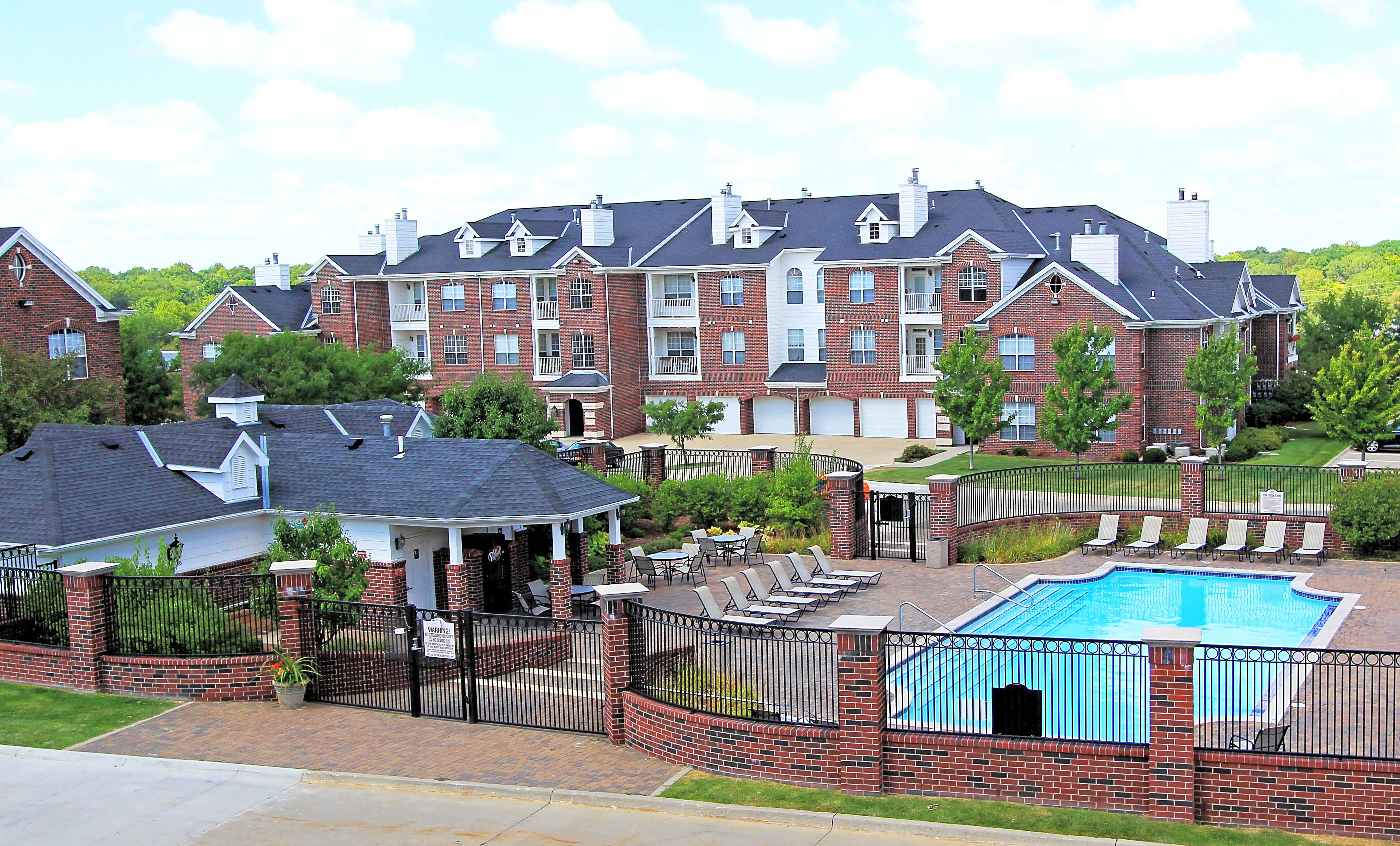 Apartments Near Iowa School of Beauty-Des Moines Saddlebrook for Iowa School of Beauty-Des Moines Students in Des Moines, IA