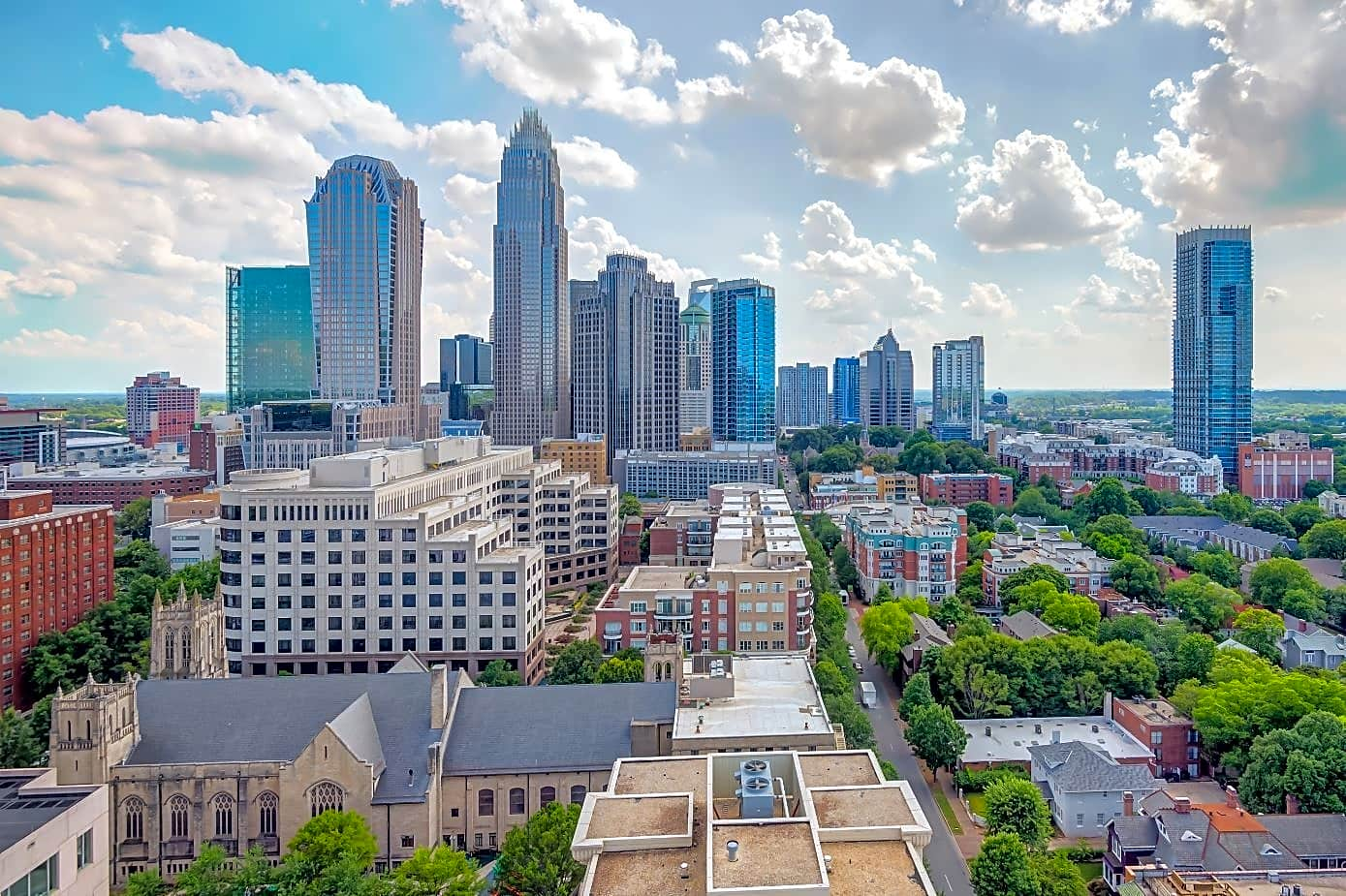 SkyHouse Uptown Apartments - Charlotte, NC 28202