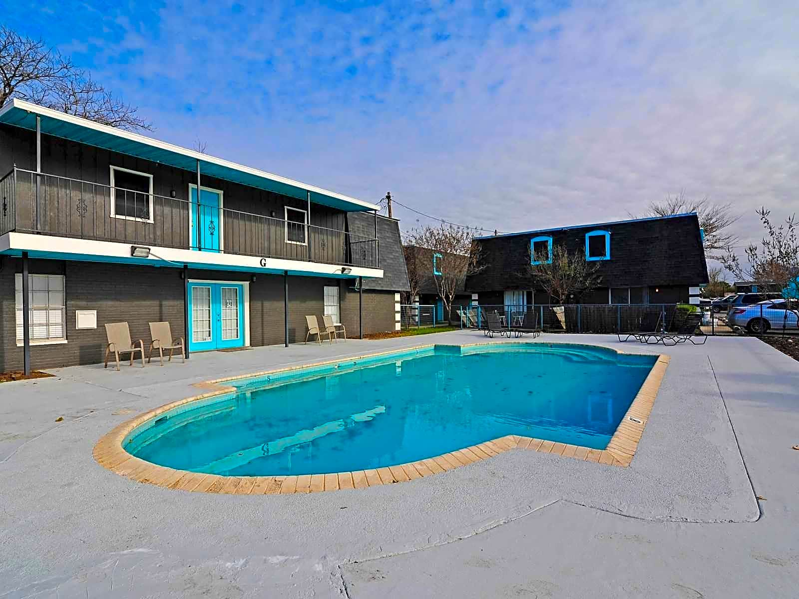 Student Housing Near Texas State | College Student Apartments
