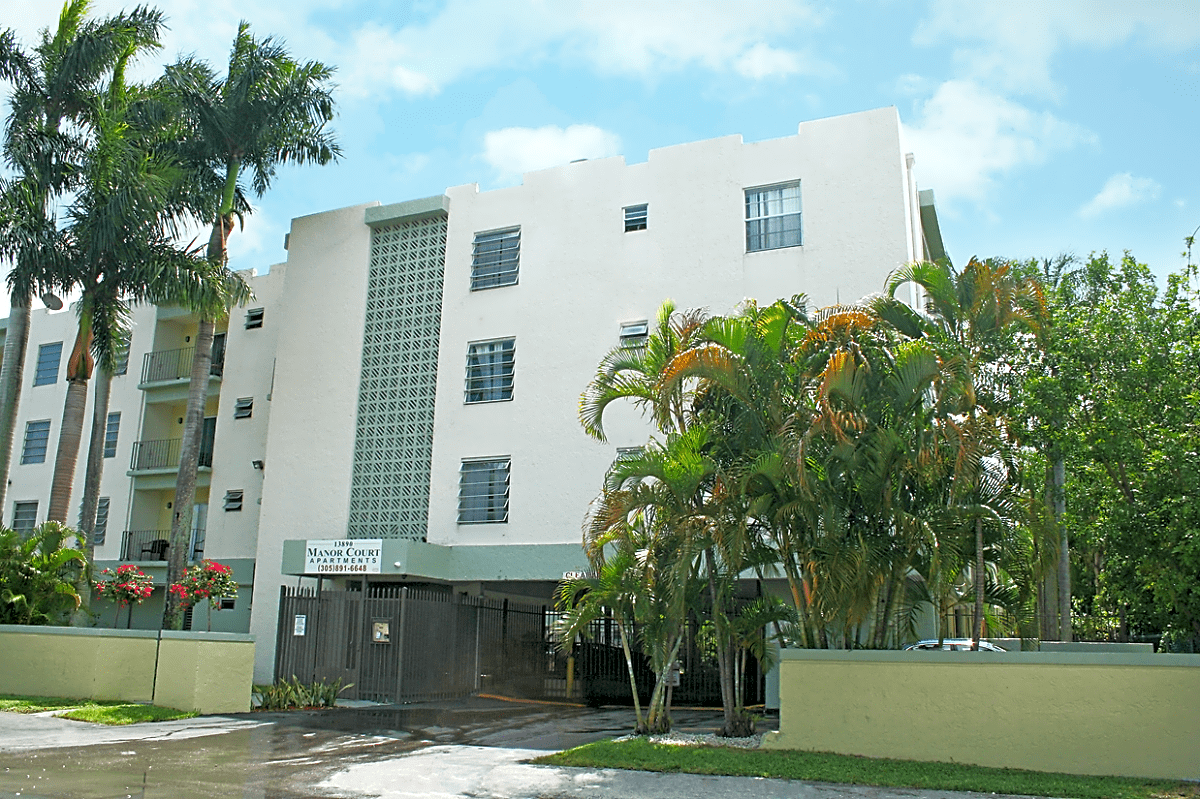 Manor Court for rent in North Miami