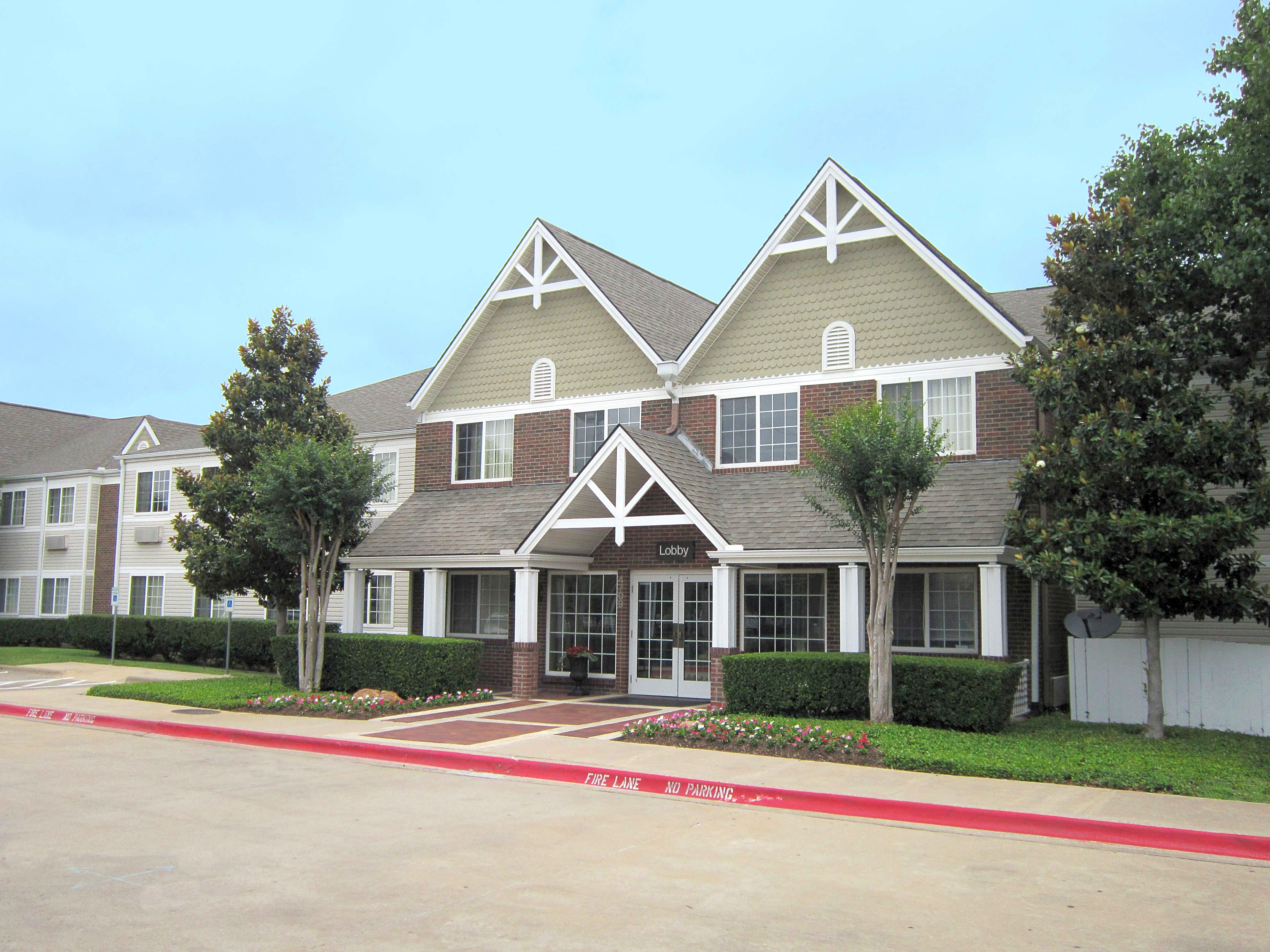 Apartments Near UT Dallas Furnished Studio - Dallas - Plano Parkway for University of Texas at Dallas Students in Richardson, TX