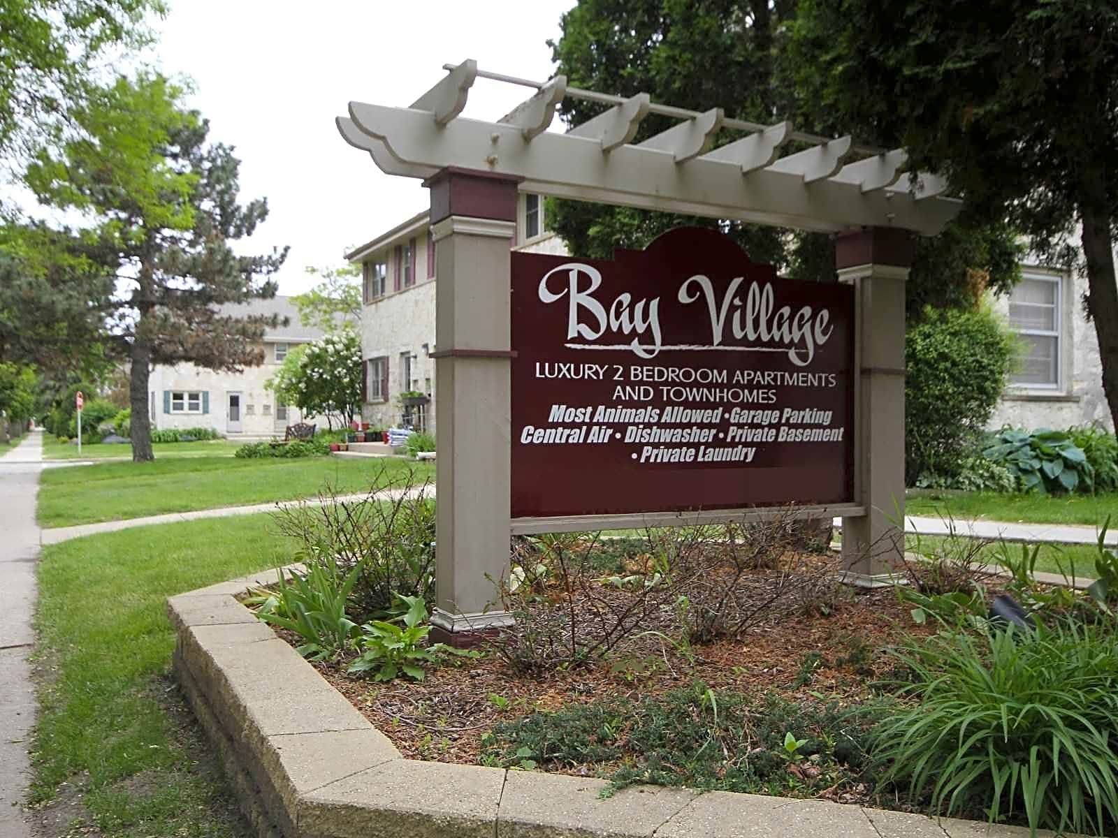 Apartments Near Stritch Bay Village Townhomes for Cardinal Stritch University Students in Milwaukee, WI