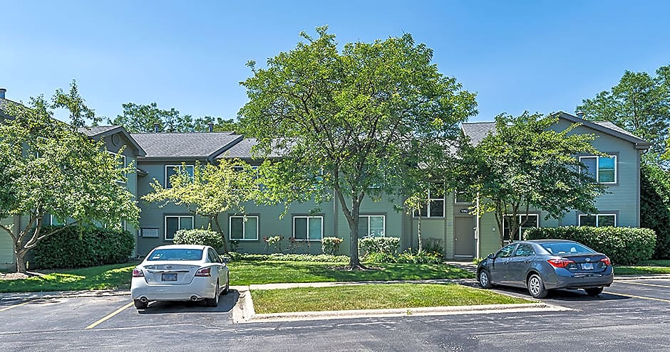 Apartments Near RFUMS Pembrook Club for Rosalind Franklin University of Medicine and Science Students in North Chicago, IL