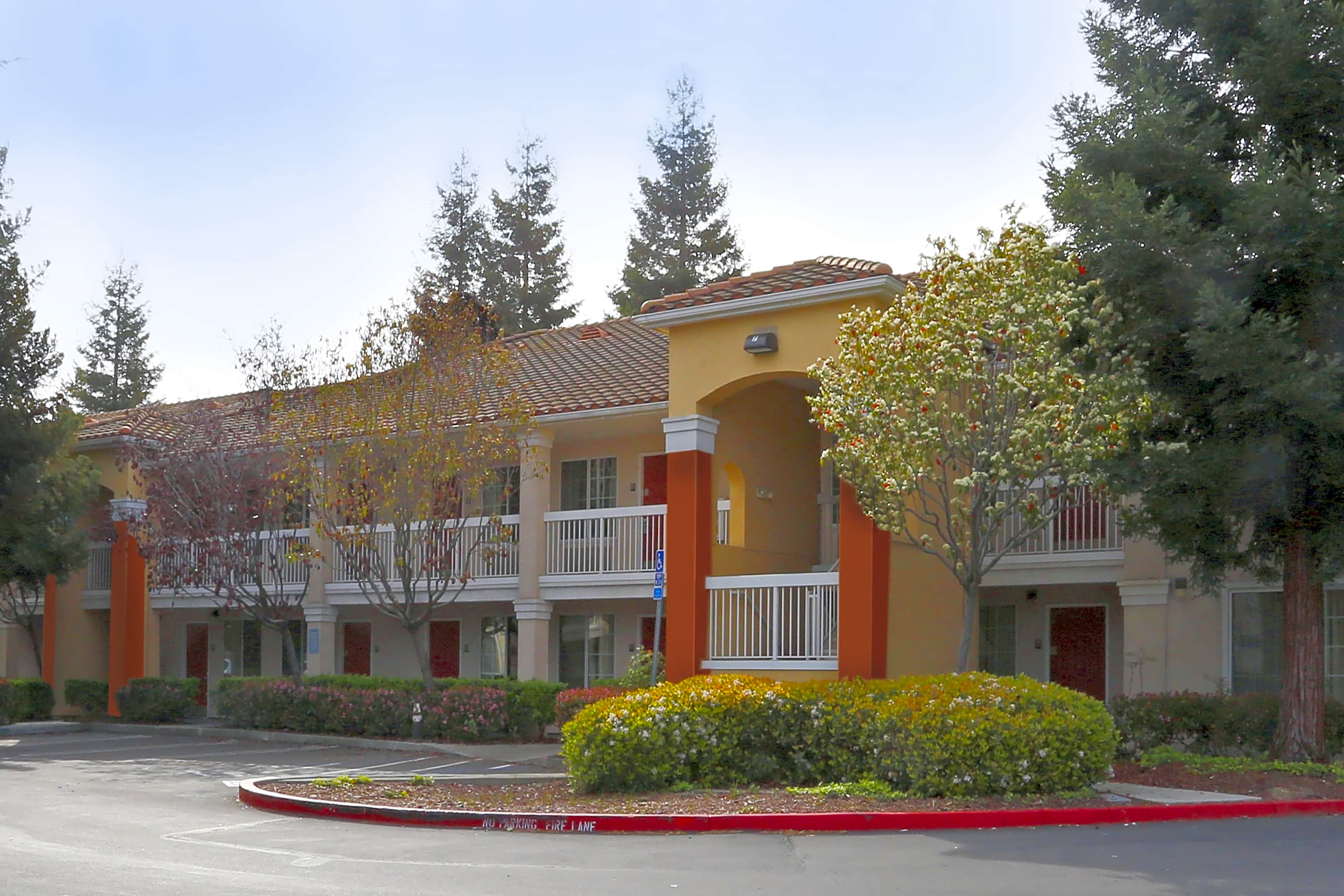 Apartments Near Foothill Furnished Studio - San Jose - Mountain View for Foothill College Students in Los Altos Hills, CA