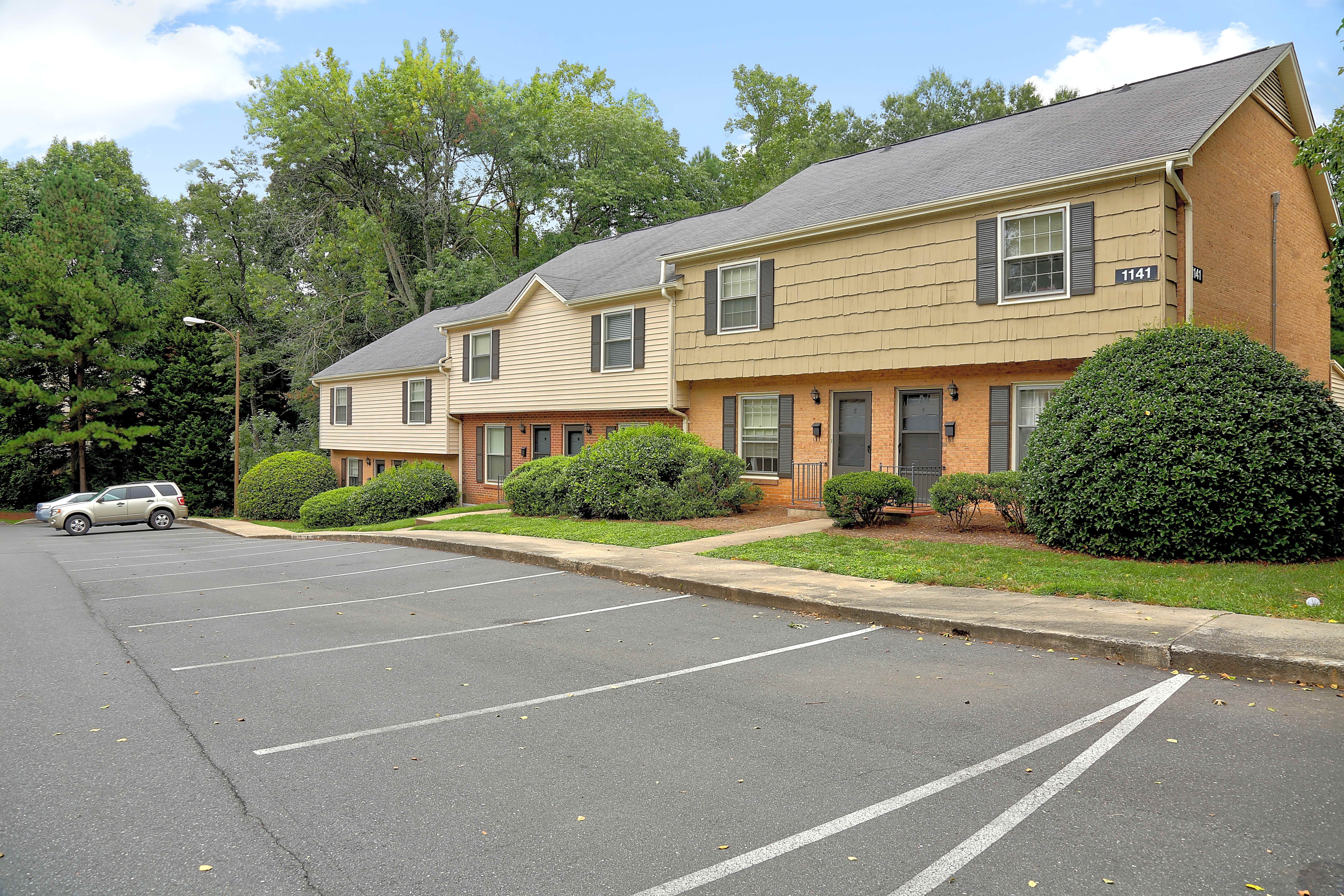 Apartments Near Queens Salem Village for Queens University of Charlotte Students in Charlotte, NC