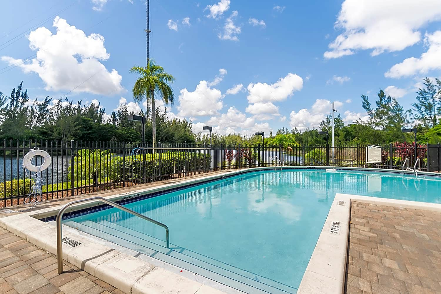 Apartments Near Barry Advenir At Walden Lake for Barry University Students in Miami Shores, FL