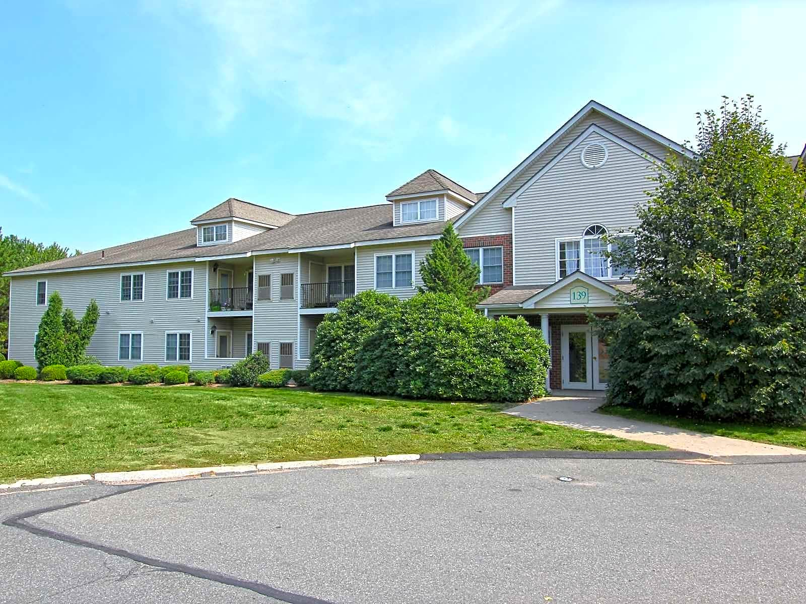 The Place at Catherines Way Apartments - Manchester, CT 06042