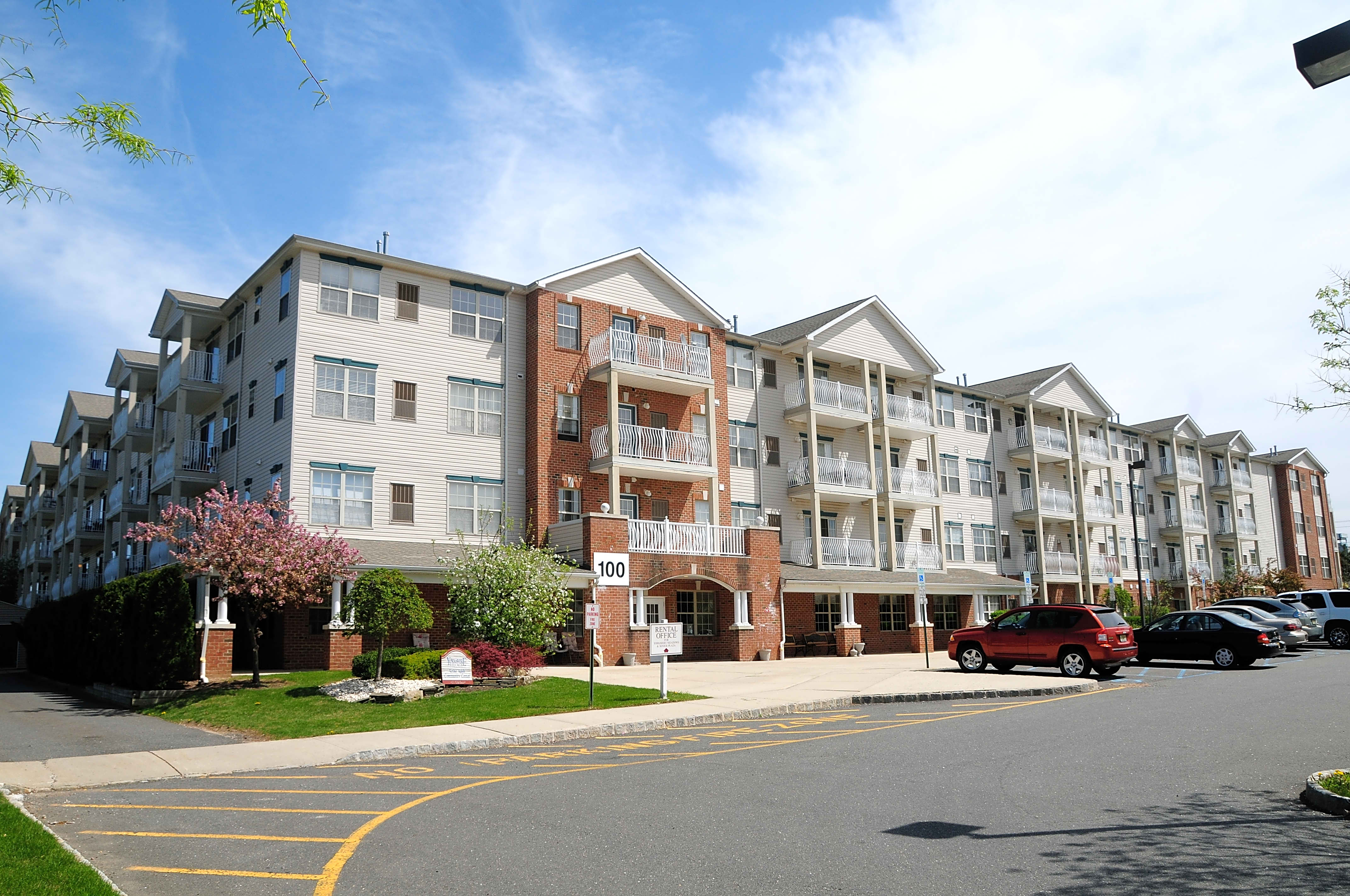 Apartments Near TCNJ Yorkshire Village for College of New Jersey Students in Ewing, NJ
