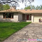 $1495-3Bd/2Ba Home on Ryan Lake in Robbinsdale - Robbinsdale, MN 55422
